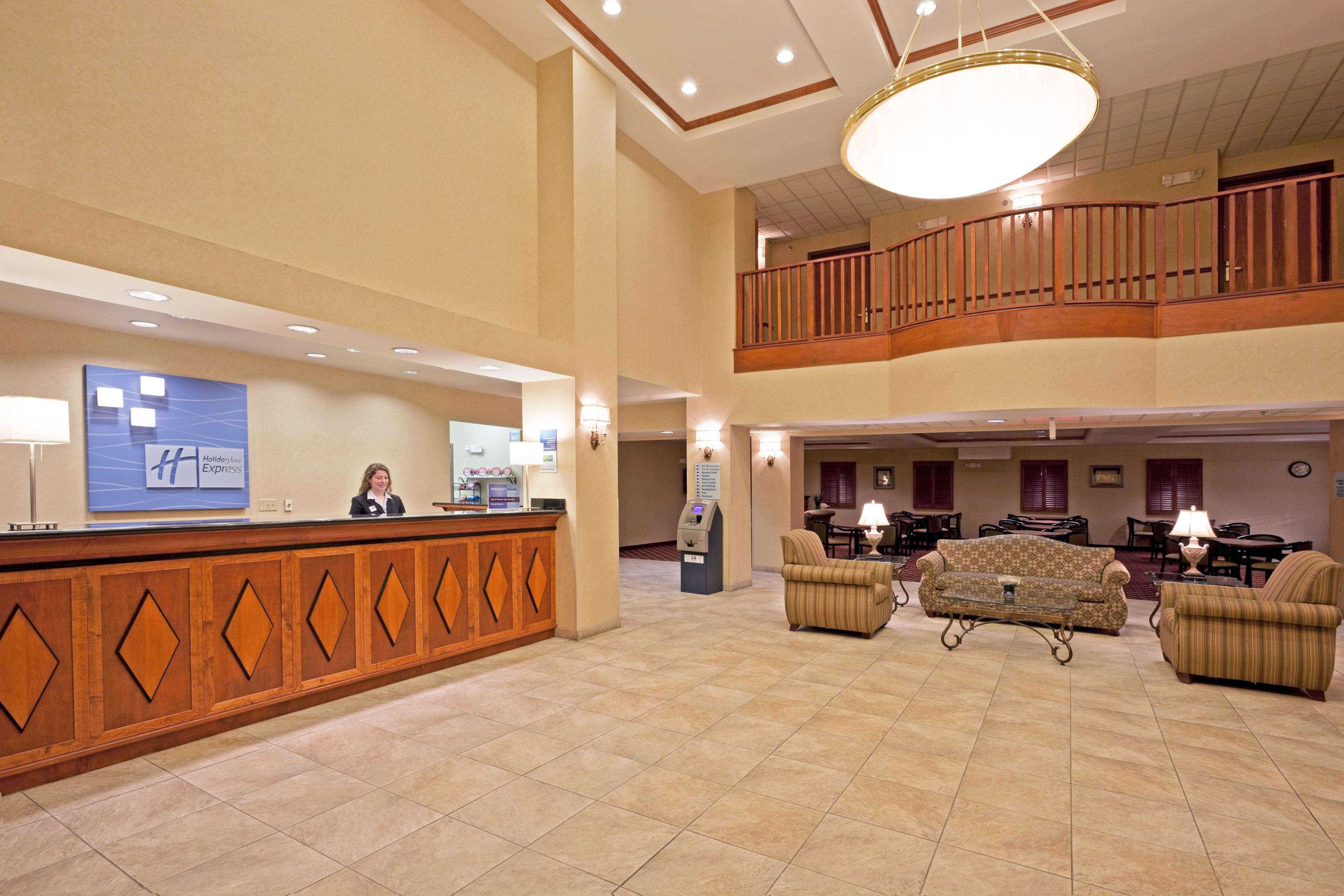 Holiday Inn Express Syracuse-Fairgrounds image 4