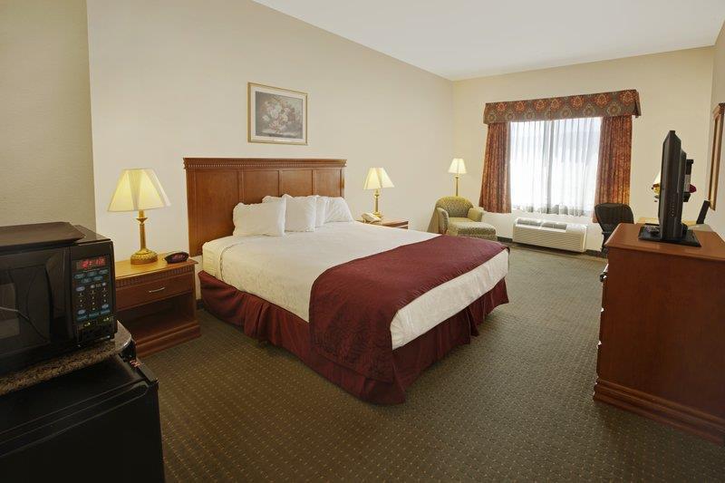 Best Western Plus Lake Elsinore Inn & Suites image 9