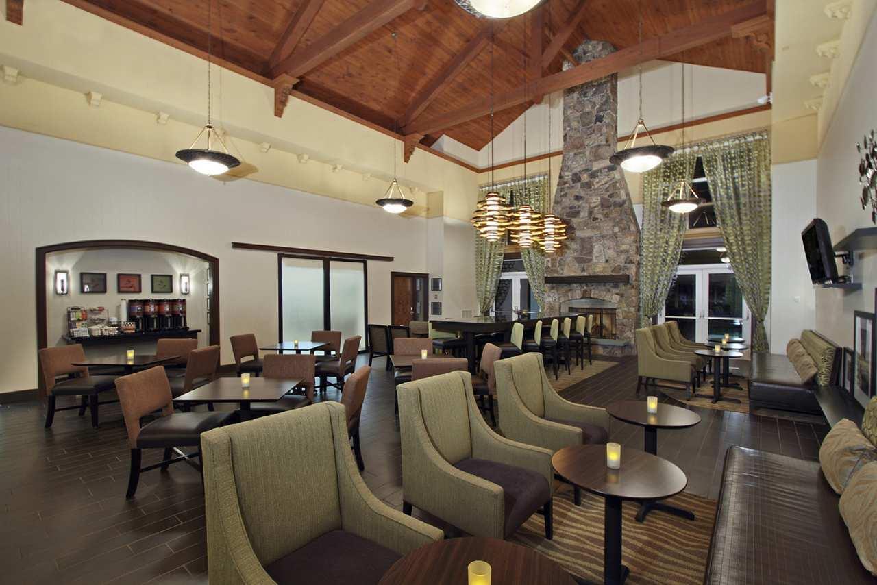 Hampton Inn & Suites Newtown image 1