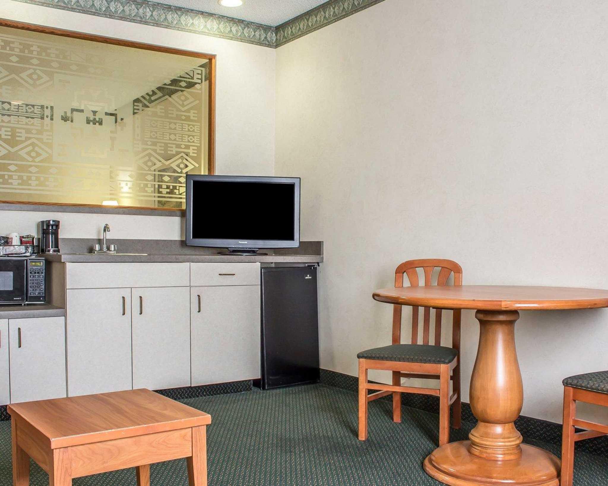 Comfort Suites Phoenix North image 28