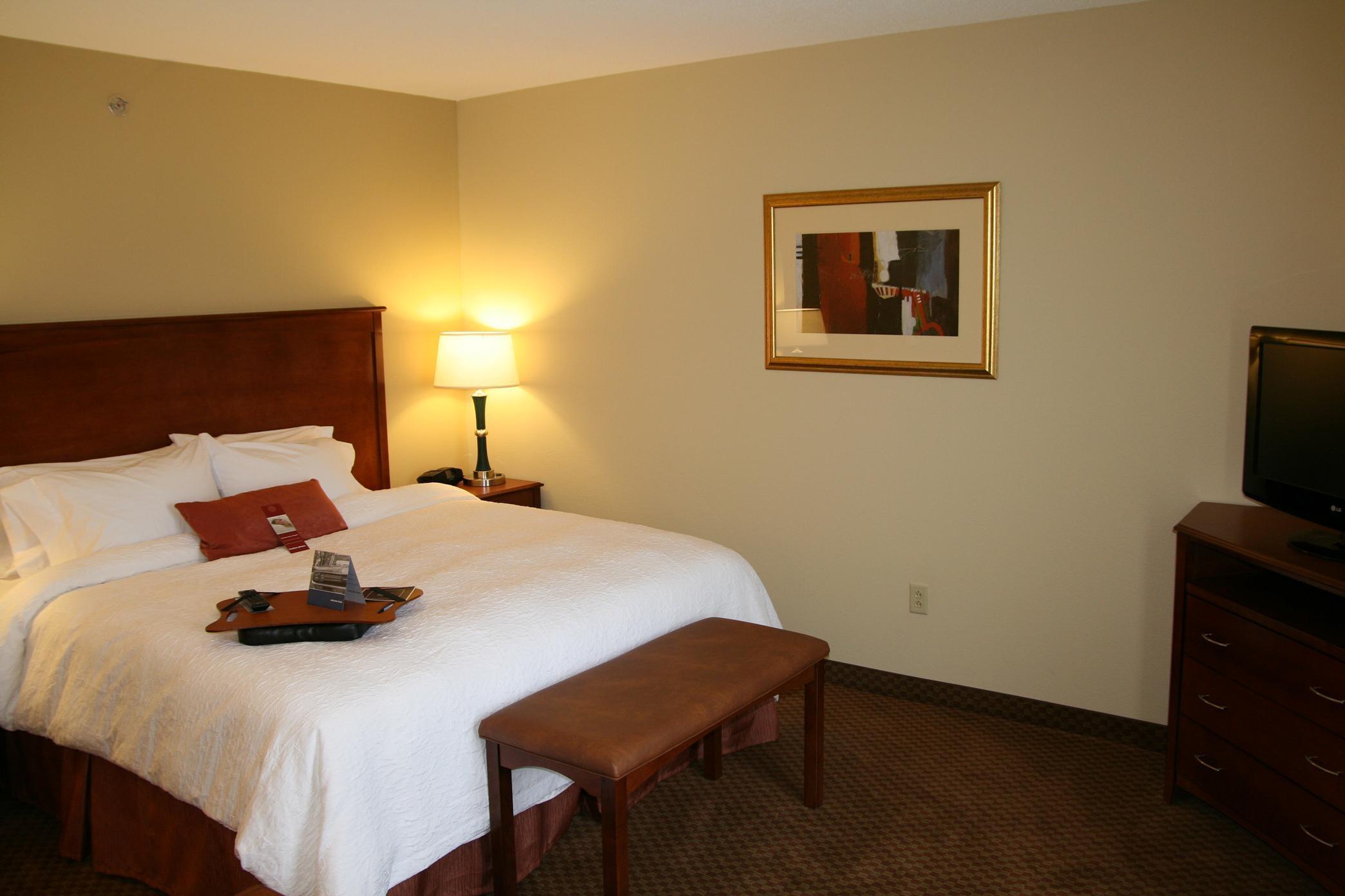 Hampton Inn & Suites Warren image 8
