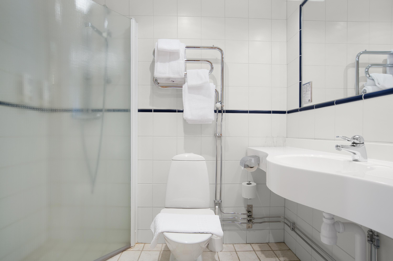 Bathroom Amenities in Guest Room