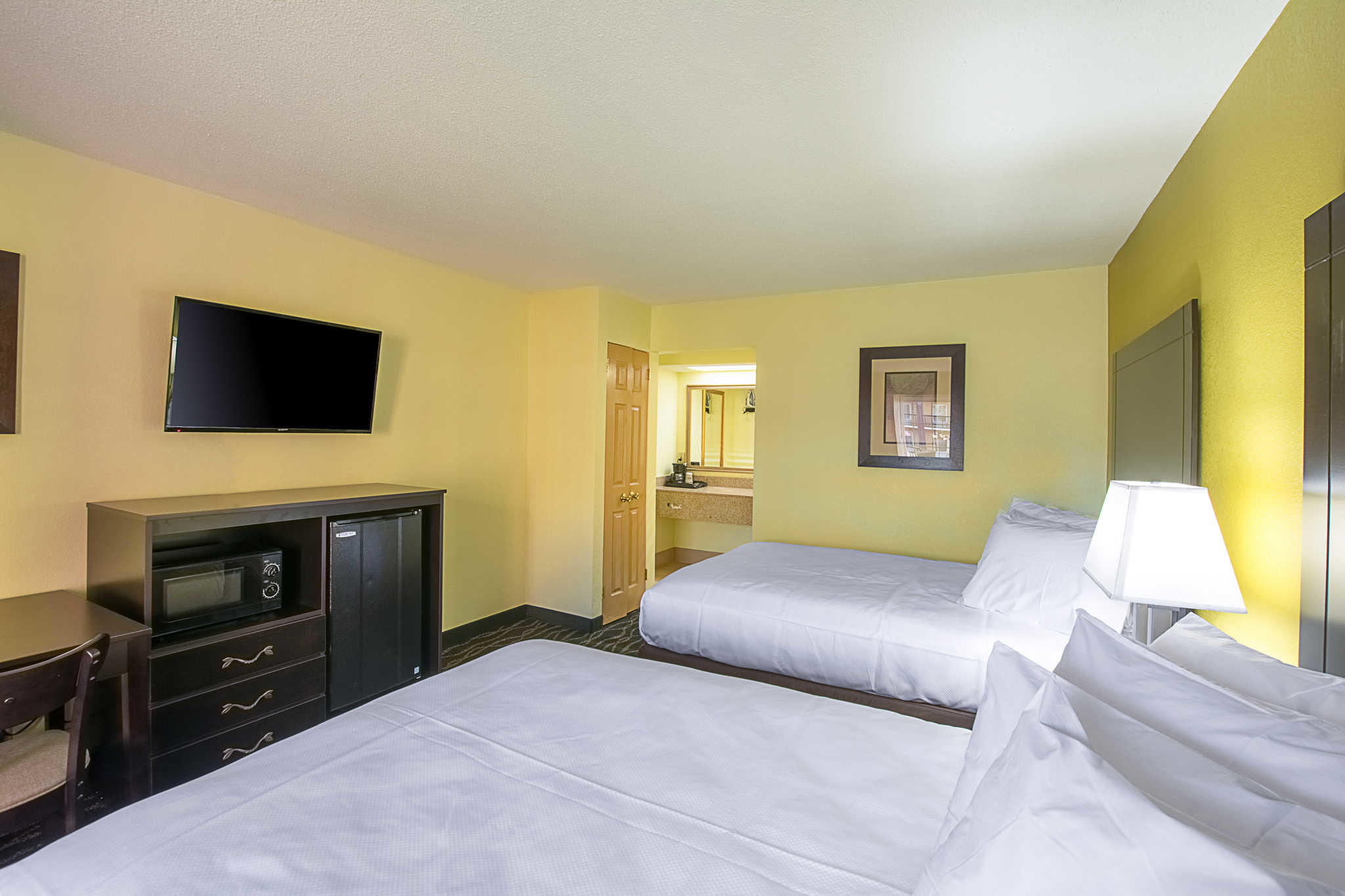 Clarion Inn Airport image 14