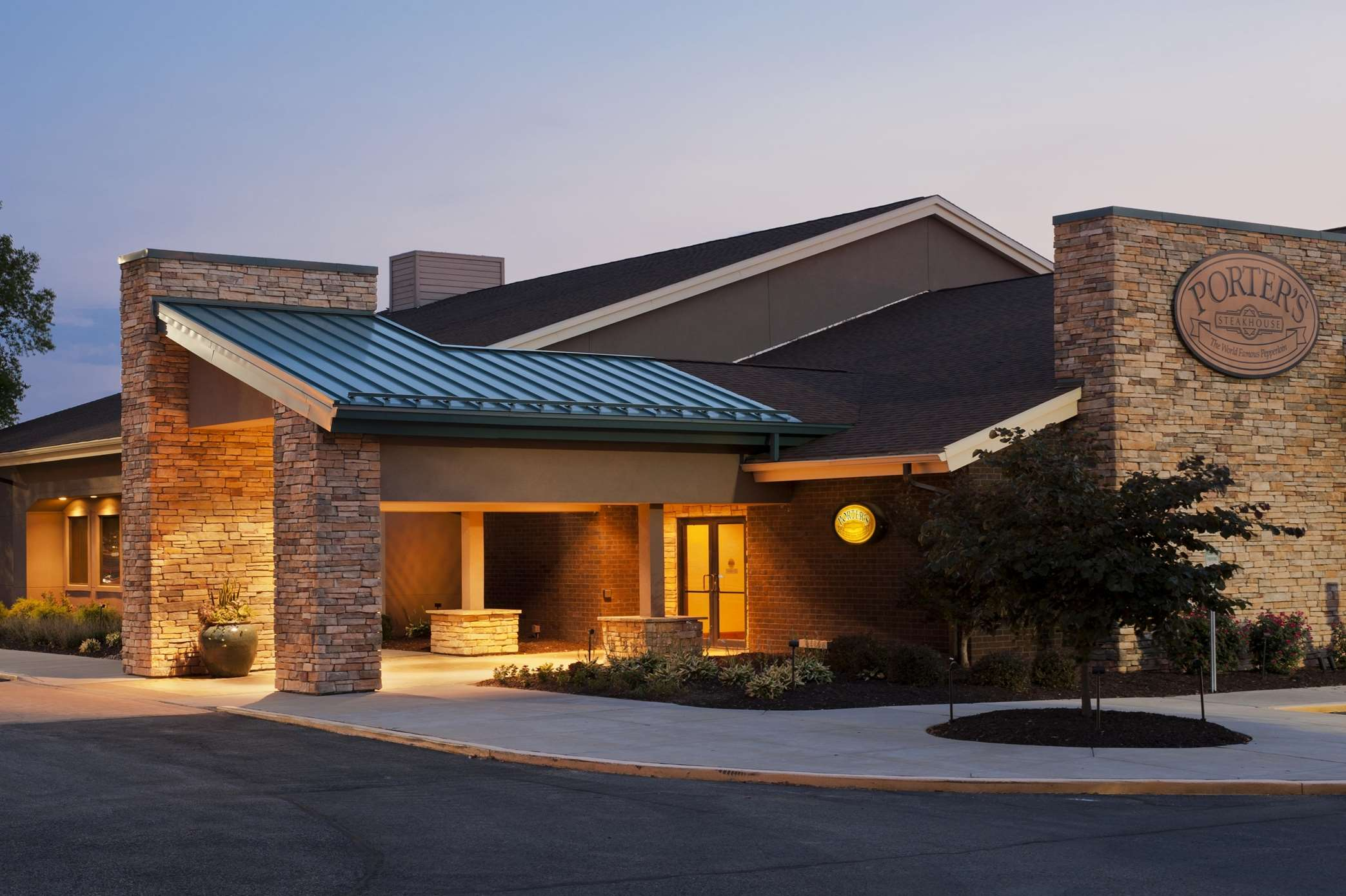 DoubleTree by Hilton Hotel Collinsville - St. Louis image 1