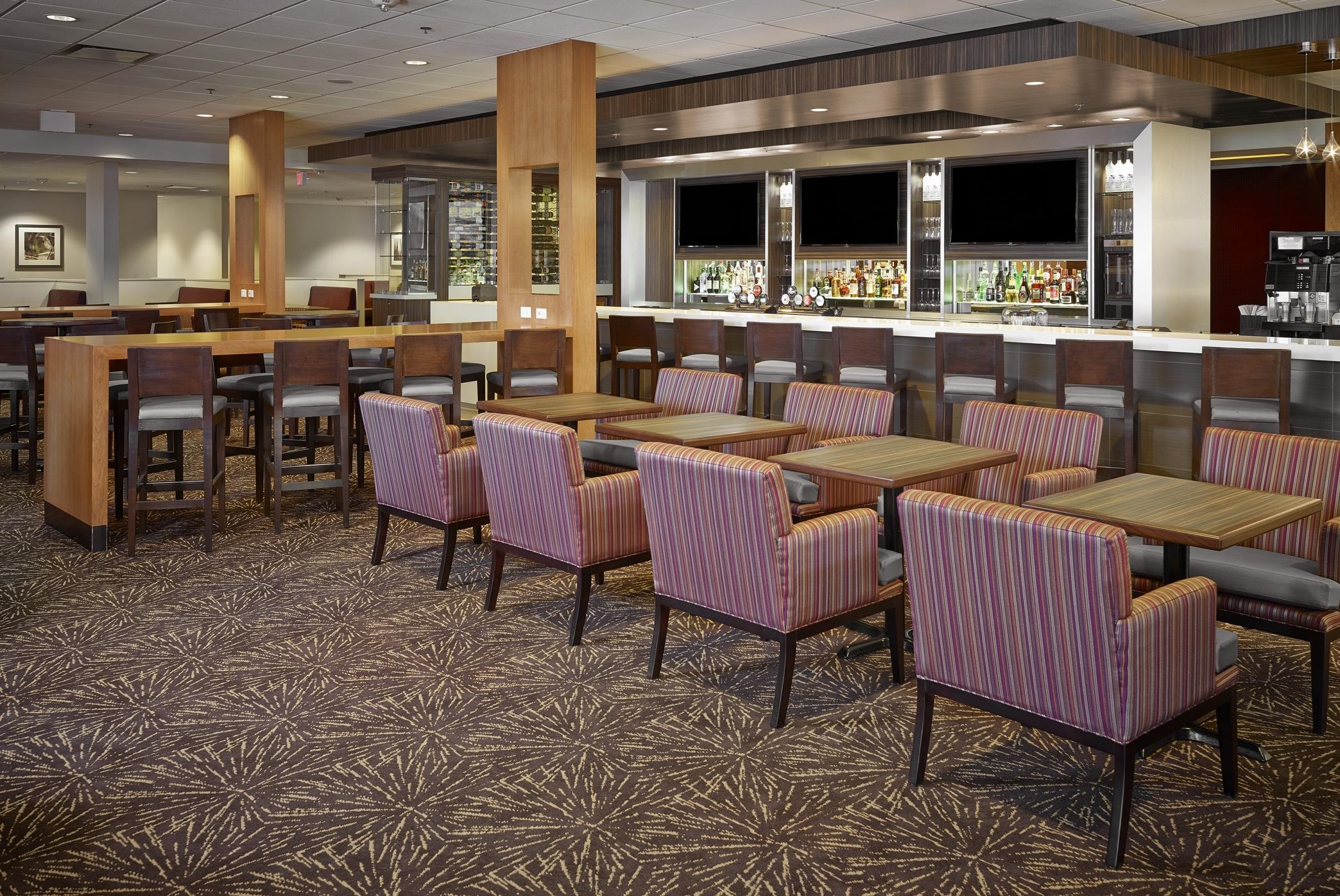 DoubleTree by Hilton Hotel West Edmonton in Edmonton: Stages Kitchen Table Seating