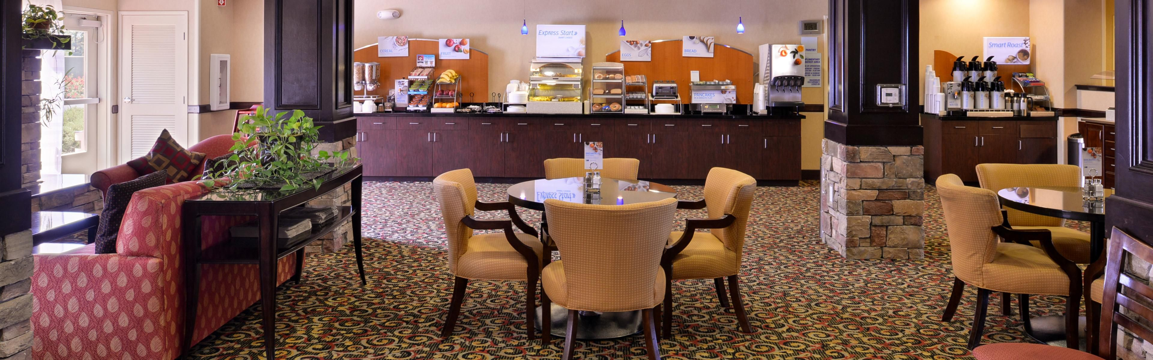 Holiday Inn Express Lincoln-Roseville Area image 3