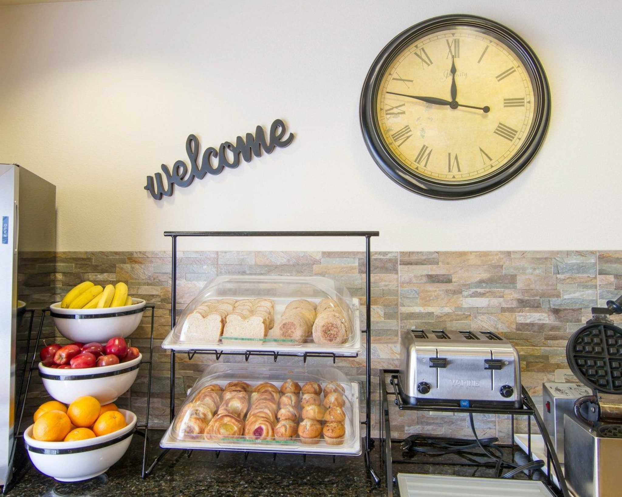 Comfort Inn & Suites Airport image 20