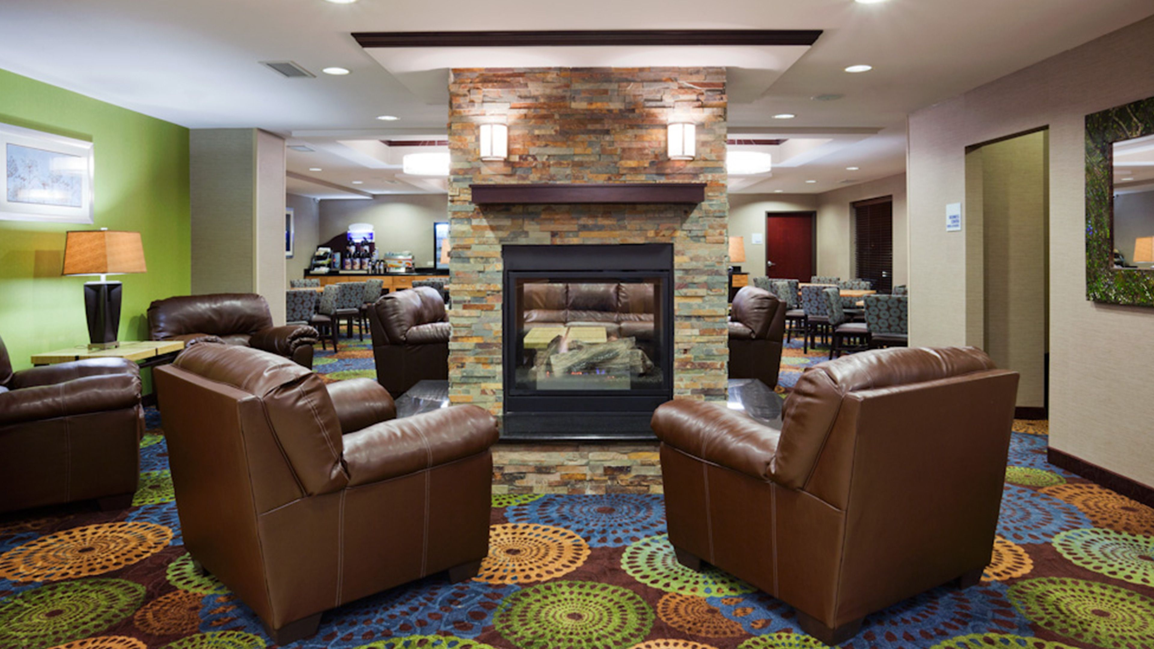 Holiday Inn Express & Suites Rochester - Mayo Clinic Area image 4