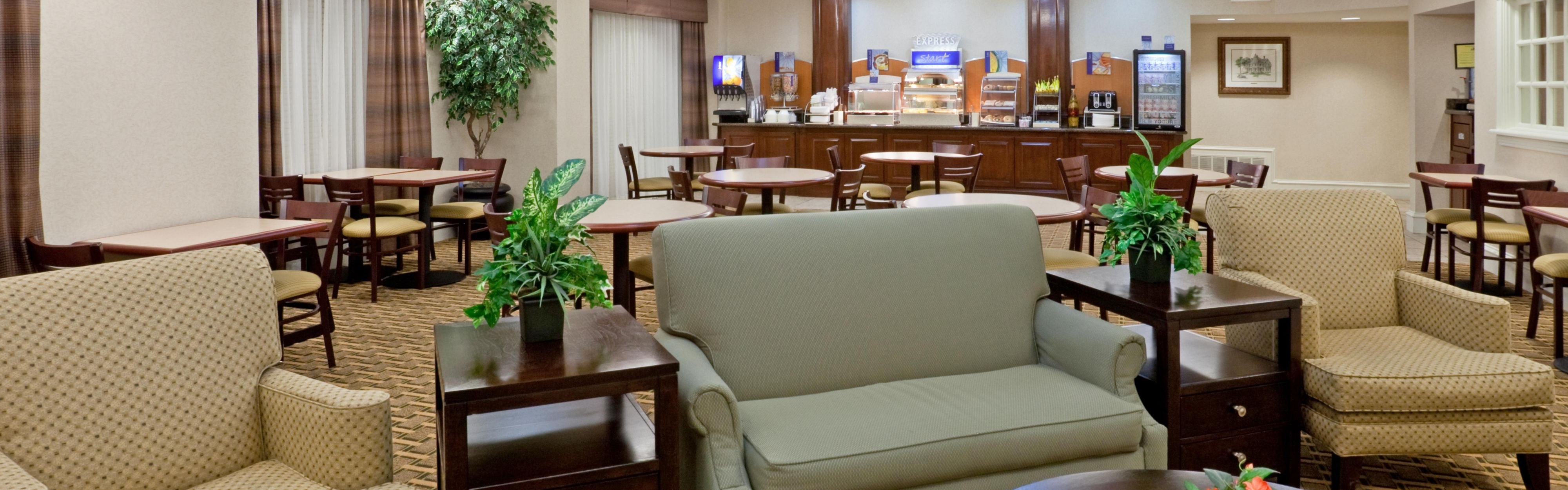 Holiday Inn Express & Suites Waxahachie image 3