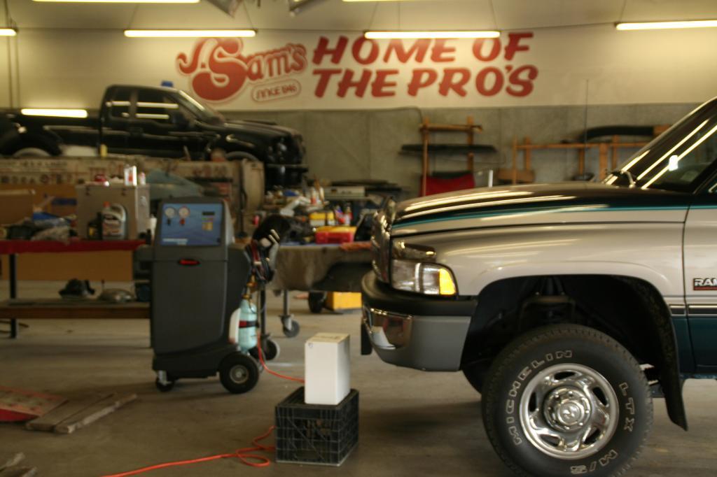 Sam's Automotive image 1