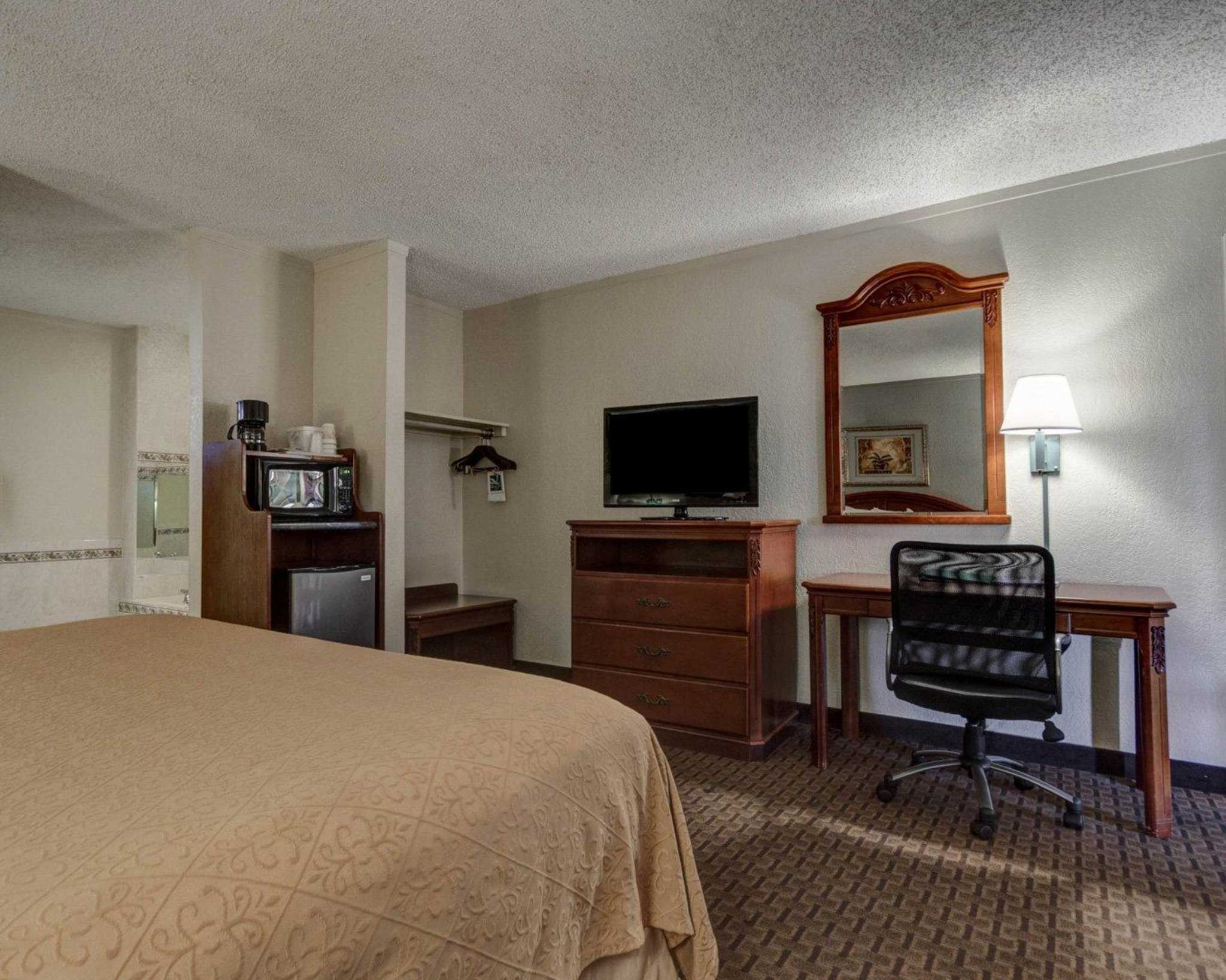 Quality Inn & Suites Airport image 9