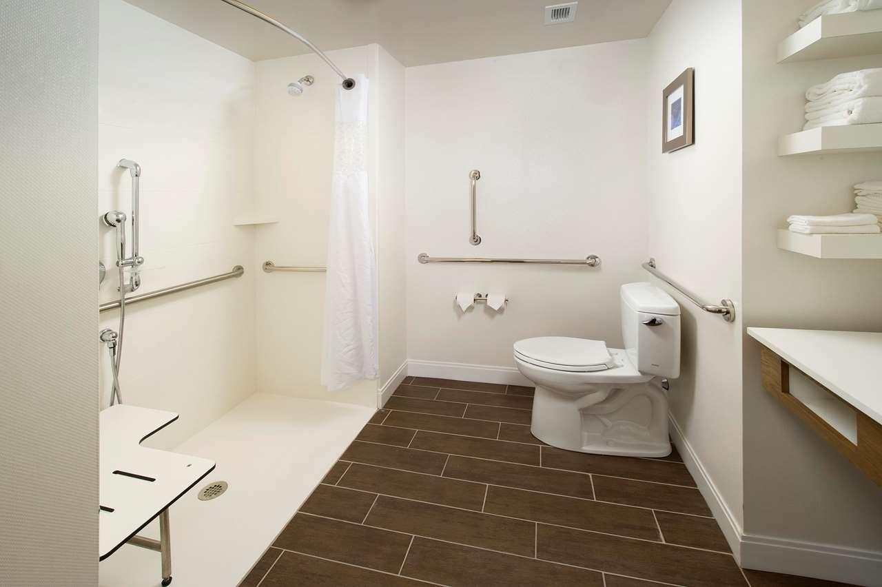 Hampton Inn & Suites Syracuse/Carrier Circle image 10