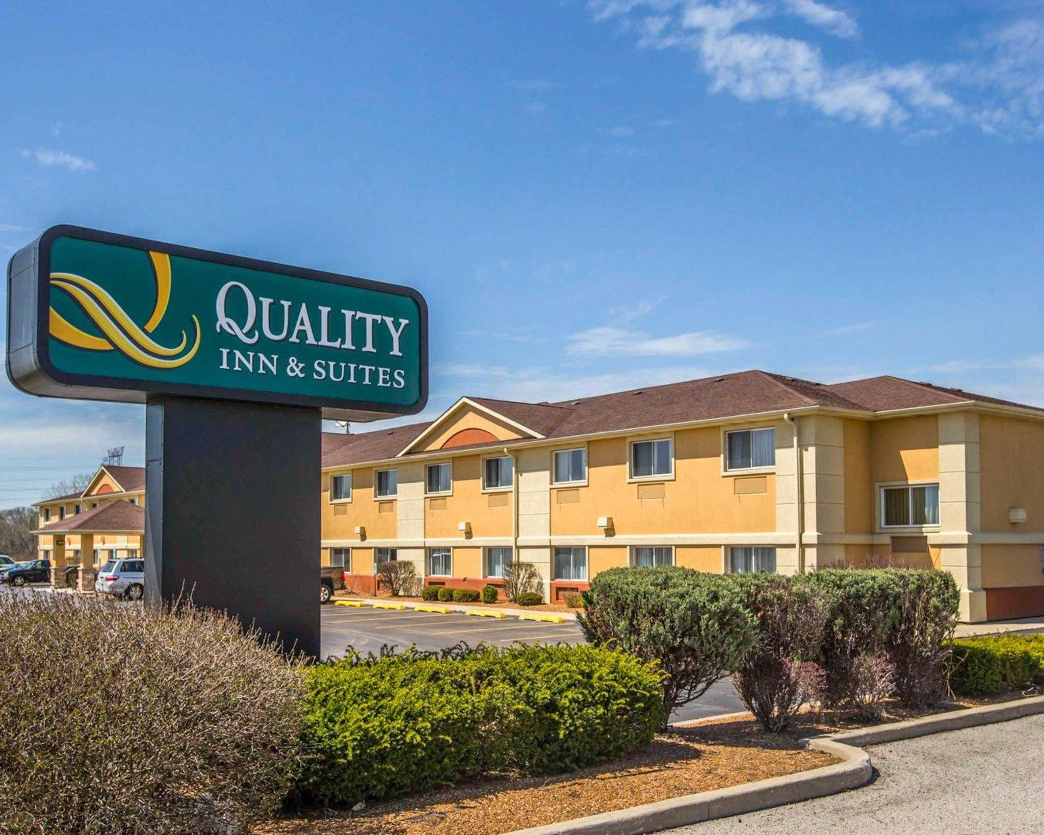 Quality inn suites south hotel joliet il 60436 for Quality hotel