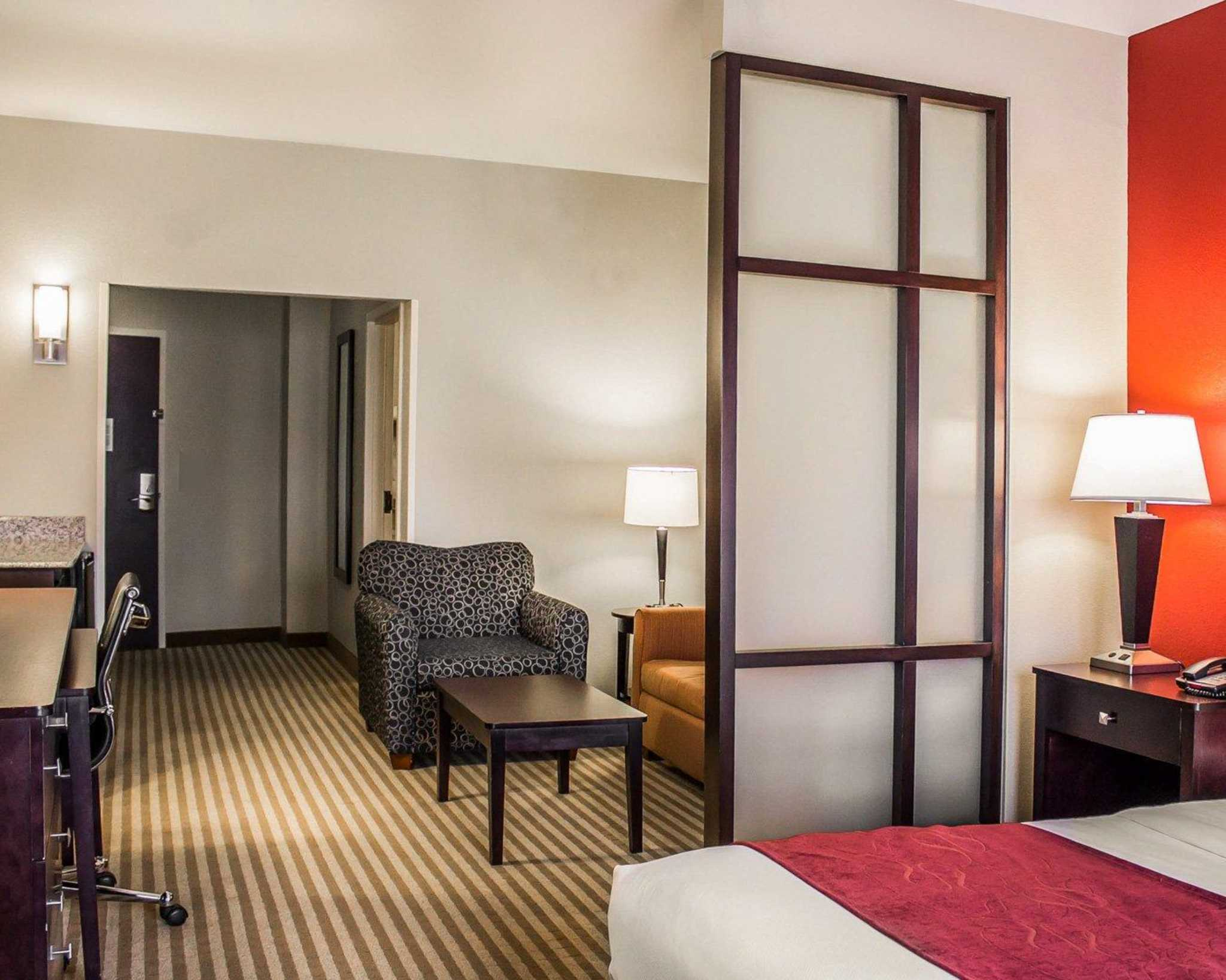 Comfort Suites East Broad at 270 image 13