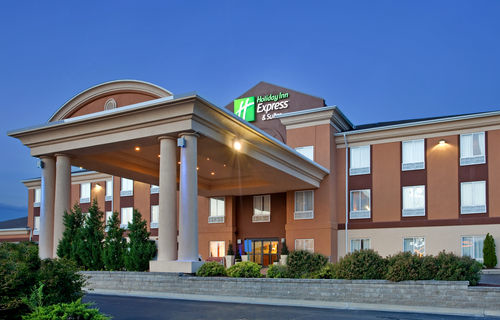 Holiday Inn Express & Suites Lawrence image 0
