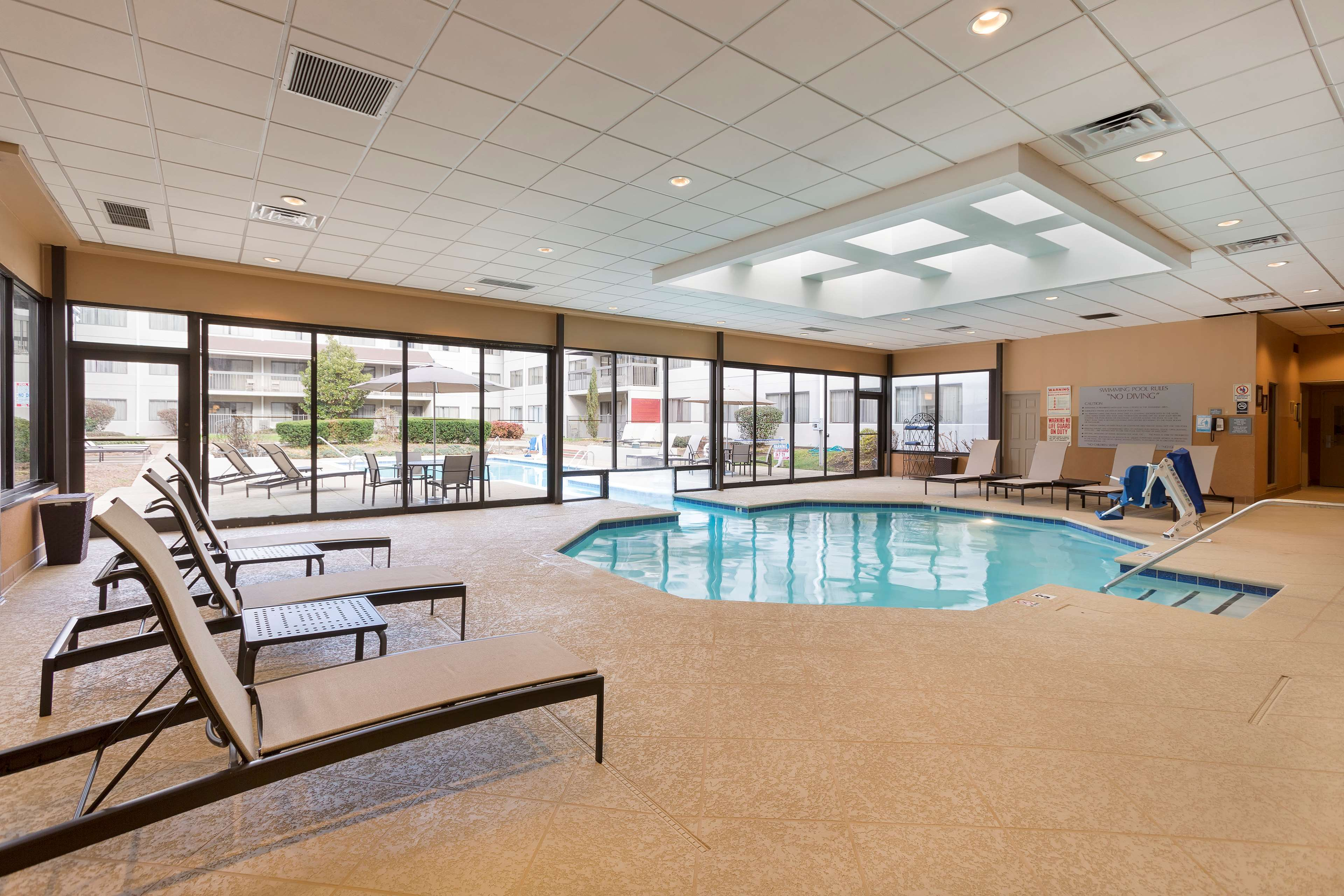 DoubleTree Suites by Hilton Hotel Nashville Airport image 9