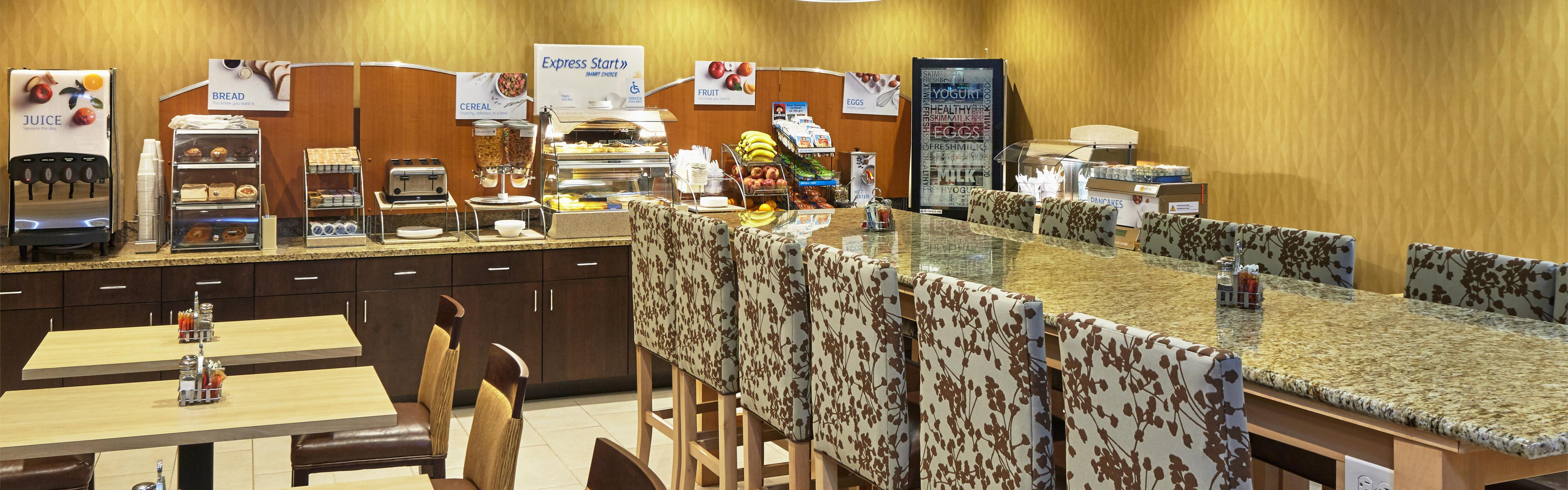 Holiday Inn Express & Suites Chicago-Libertyville image 3
