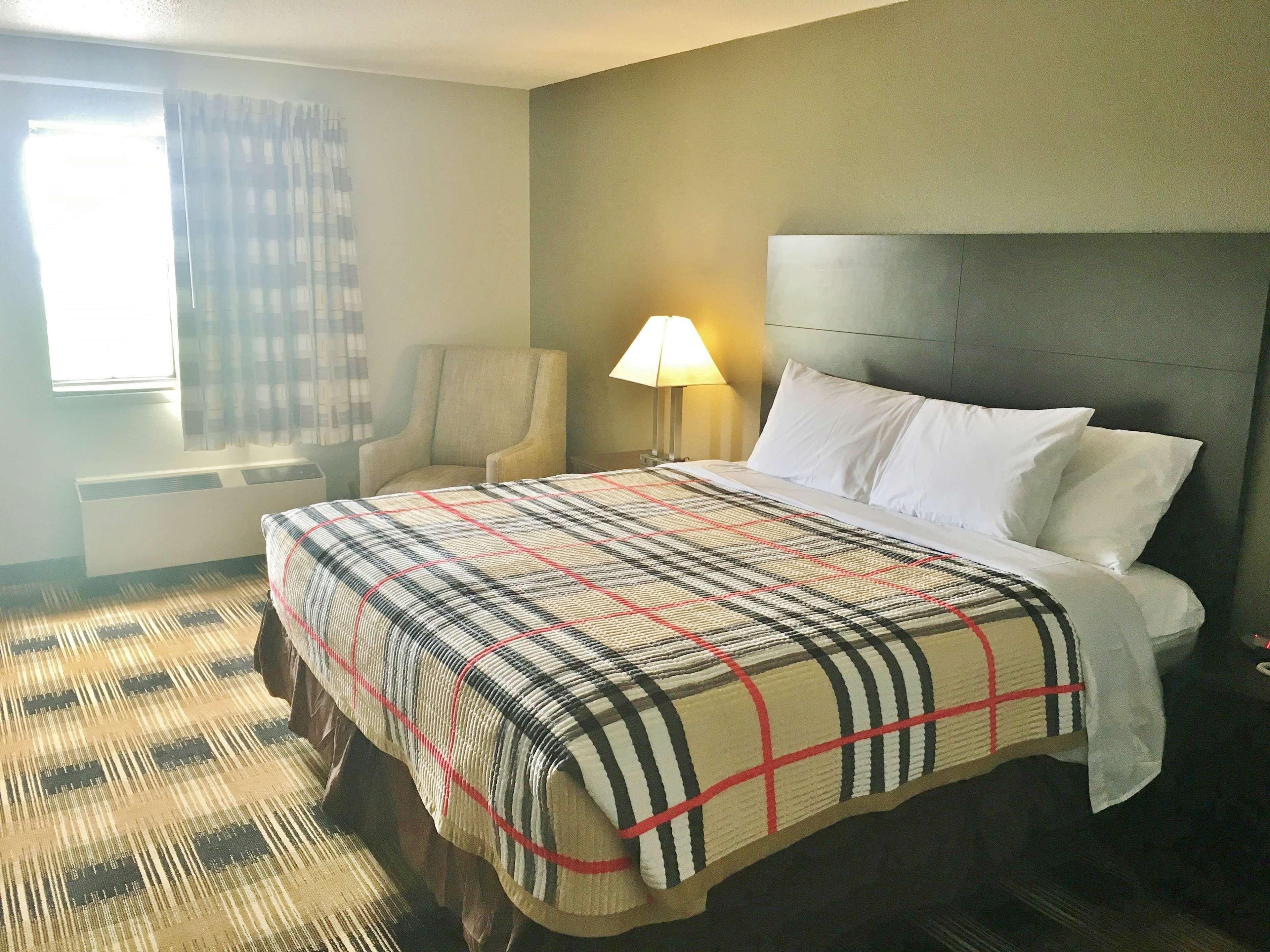 Americas Best Value Inn Monroe City image 5