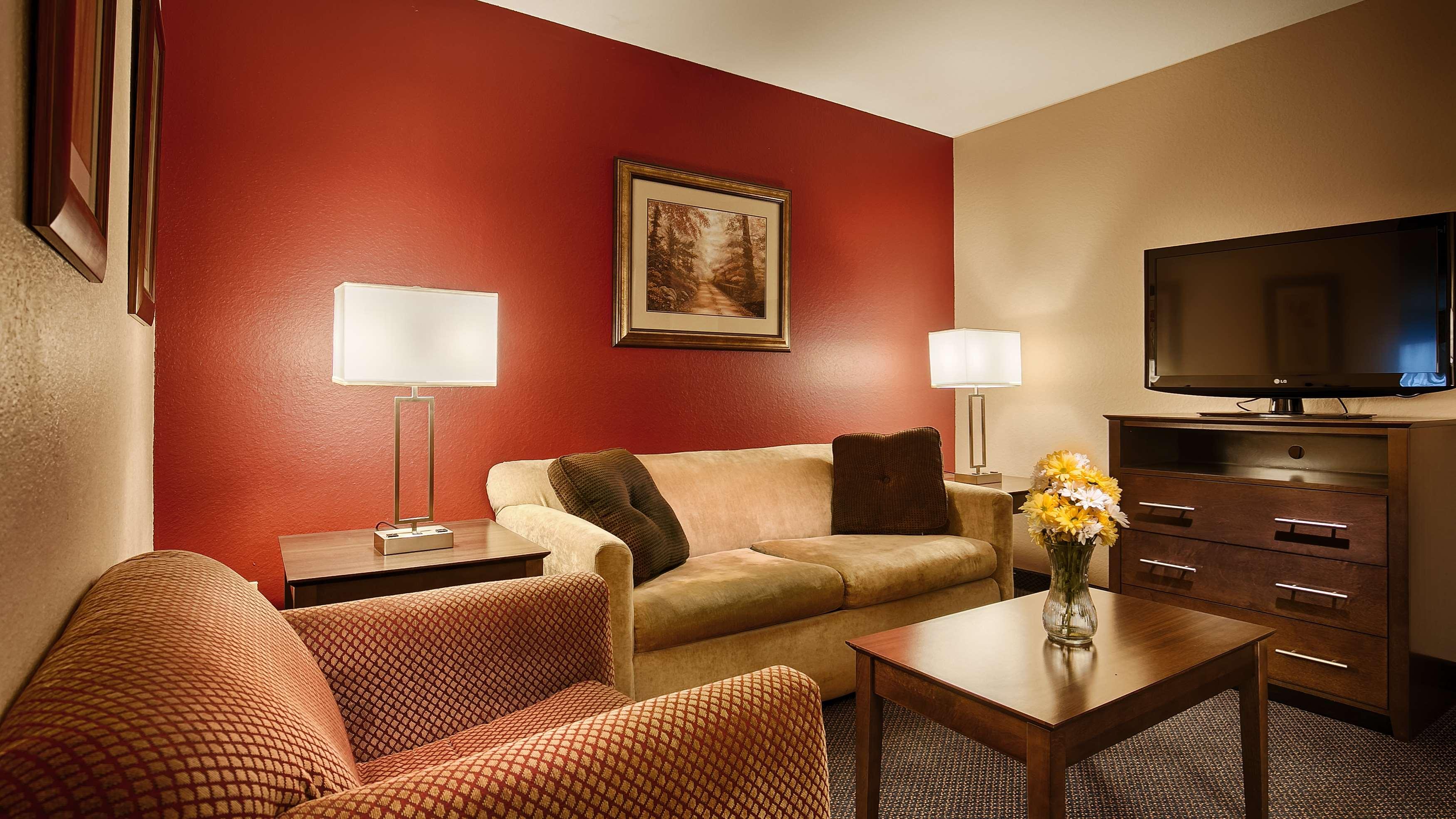 Best Western Plus Brandywine Inn & Suites image 10