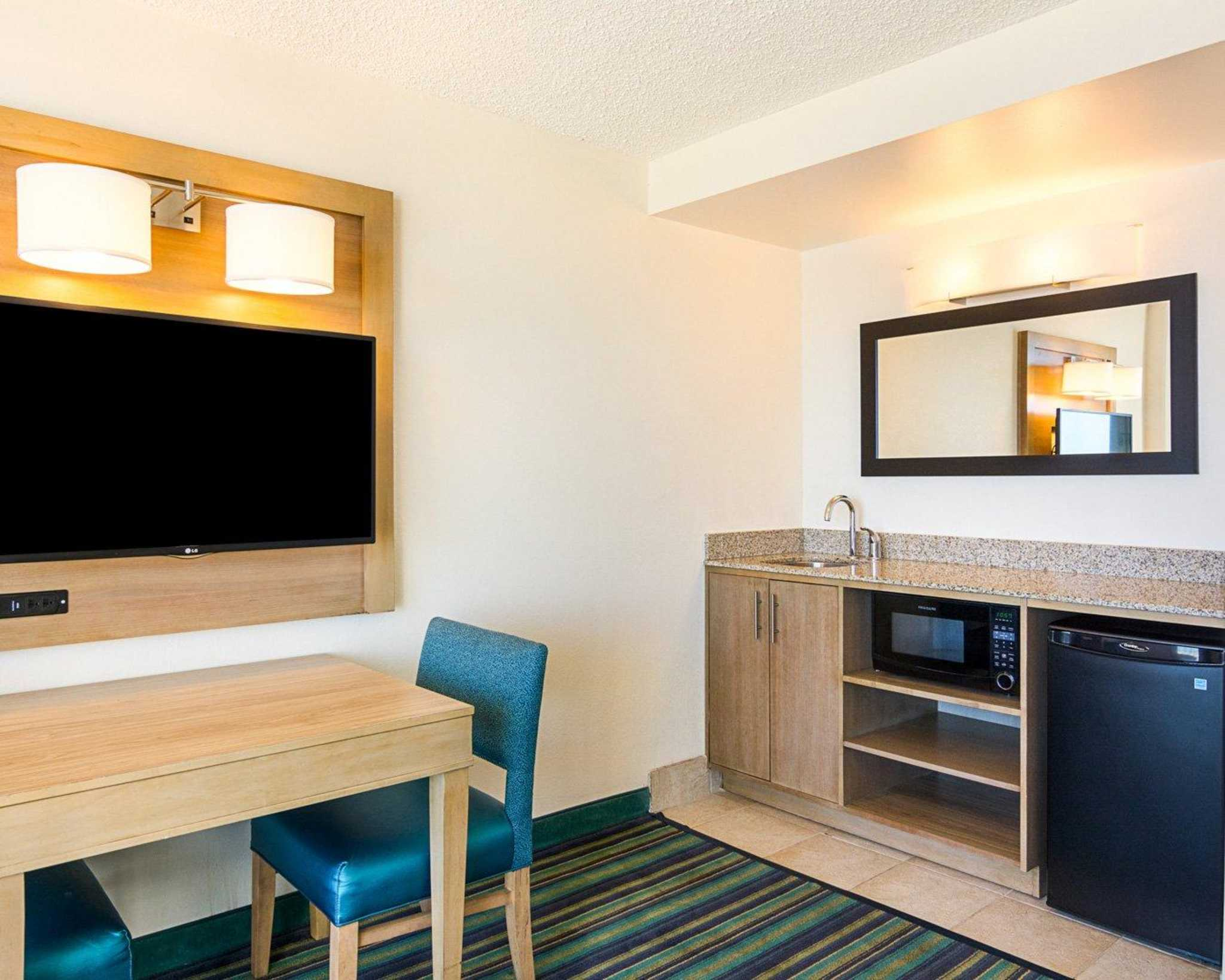 Comfort Suites Beachfront image 22