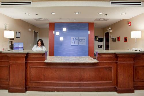 Holiday Inn Express & Suites Chesapeake image 2
