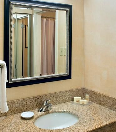 Courtyard by Marriott Lincroft Red Bank image 3