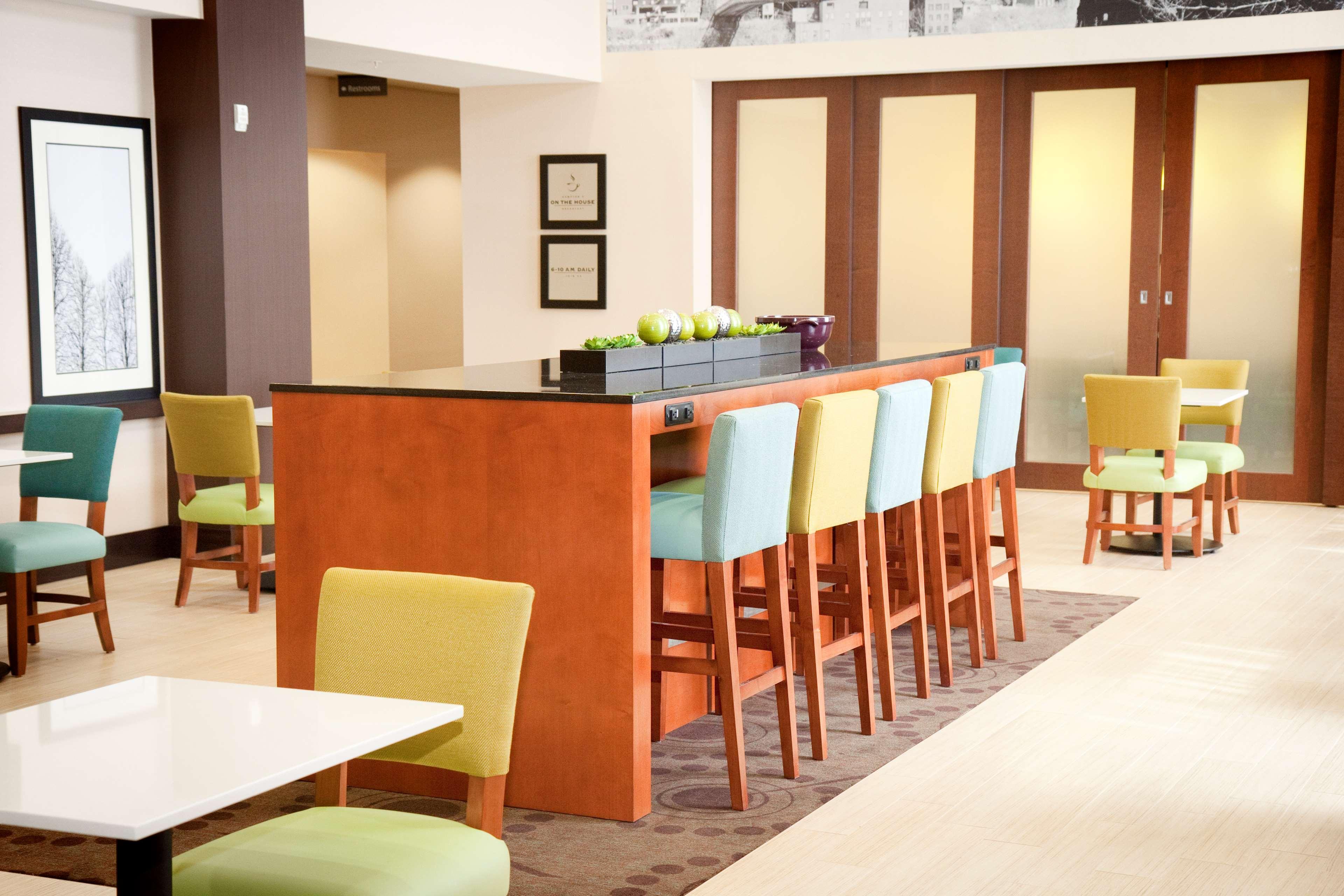 Hampton Inn & Suites Wheeling-The Highlands image 2