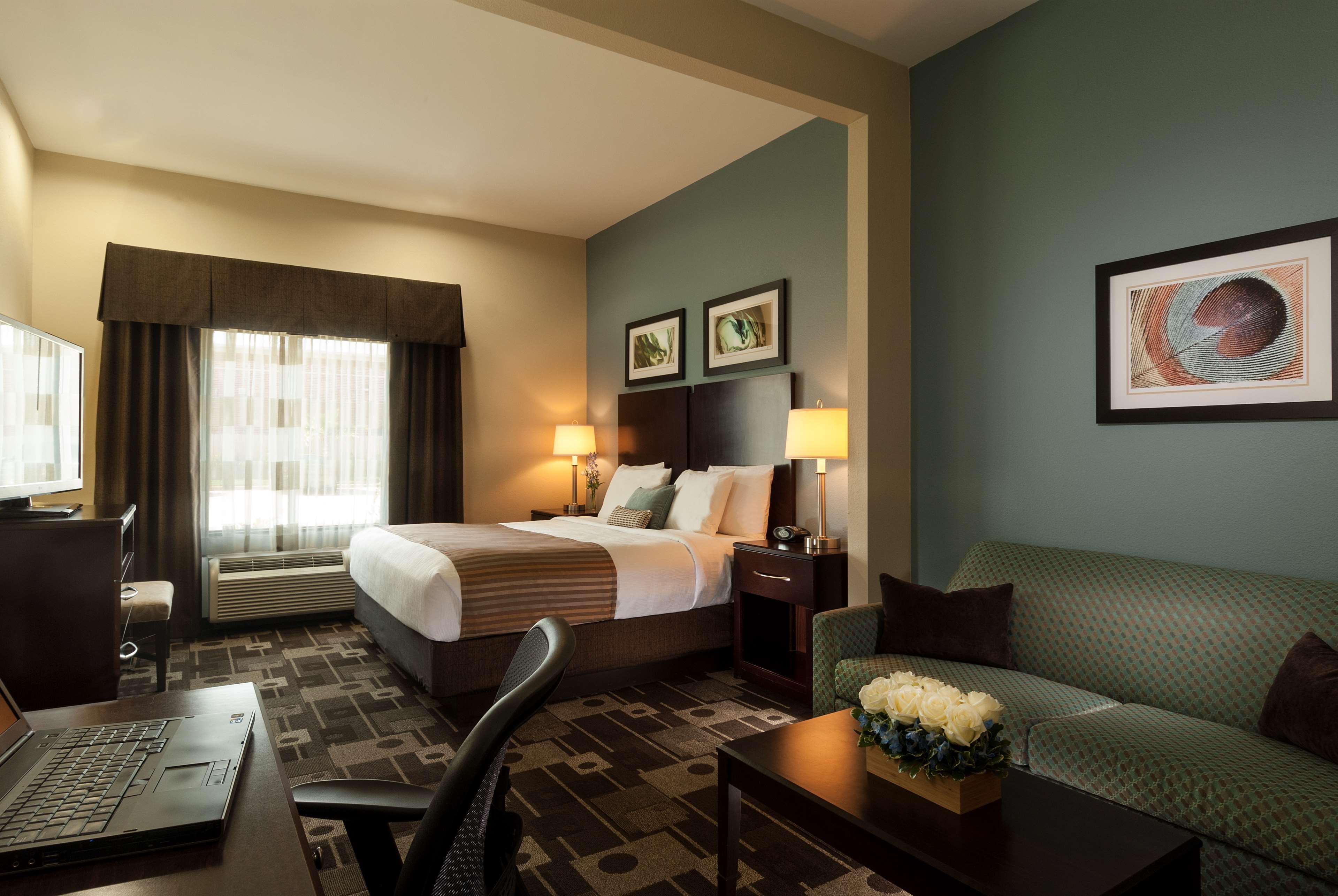 Best Western Plus JFK Inn & Suites image 5