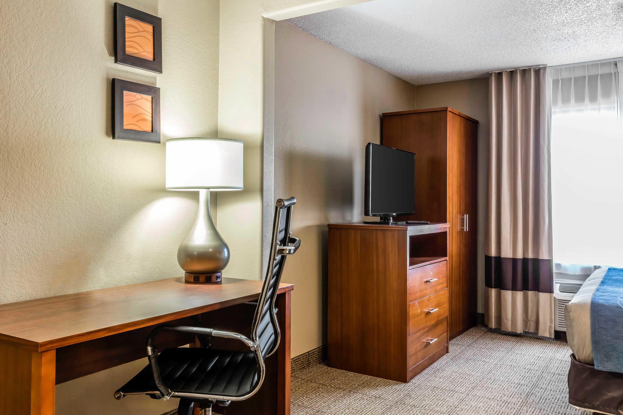 Comfort Inn & Suites Airport-American Way image 18