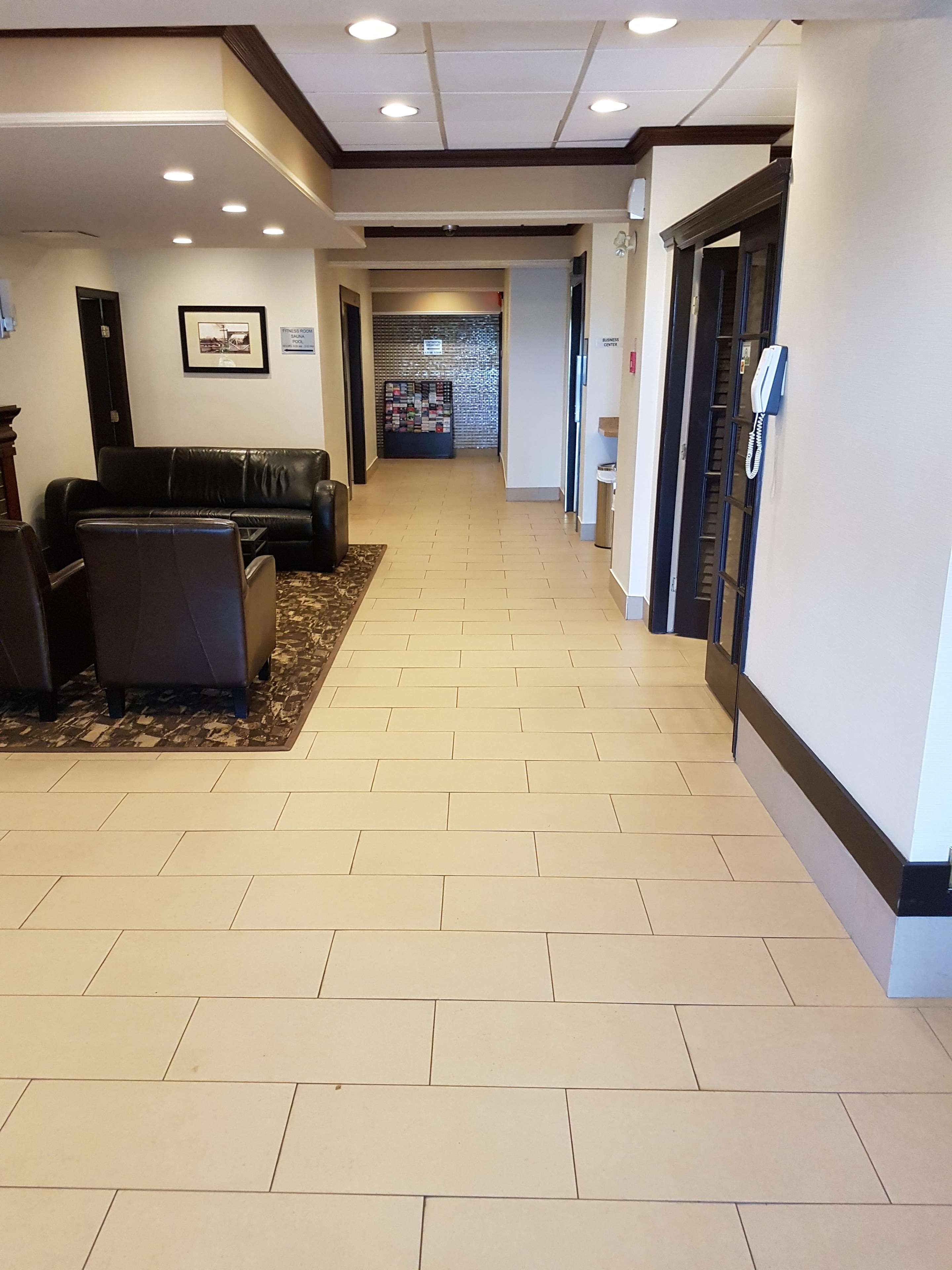SureStay Plus Hotel by Best Western Coquitlam in Coquitlam: Lobby