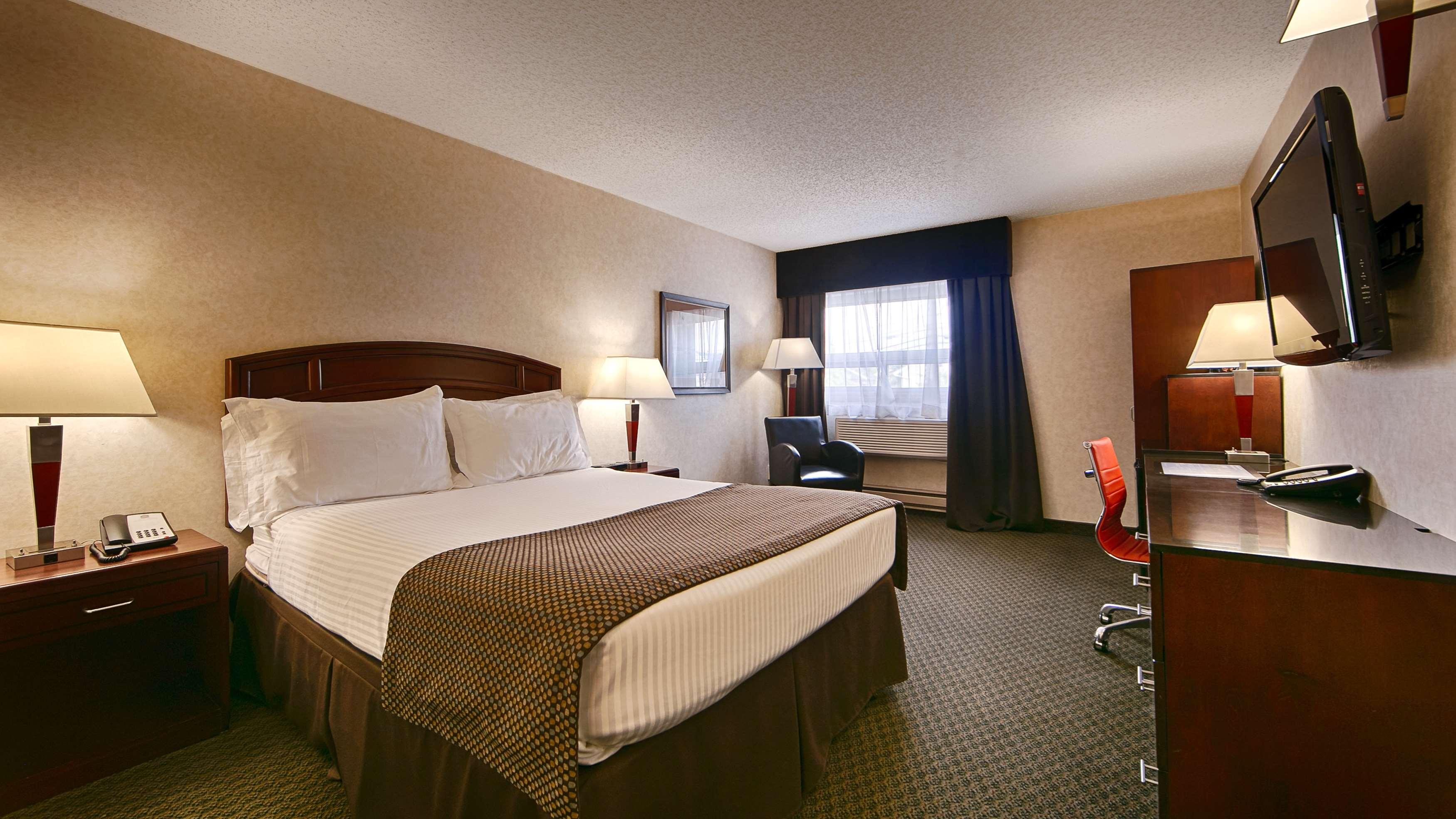 Best Western Airport Inn in Calgary: Queen Bed Guest Room