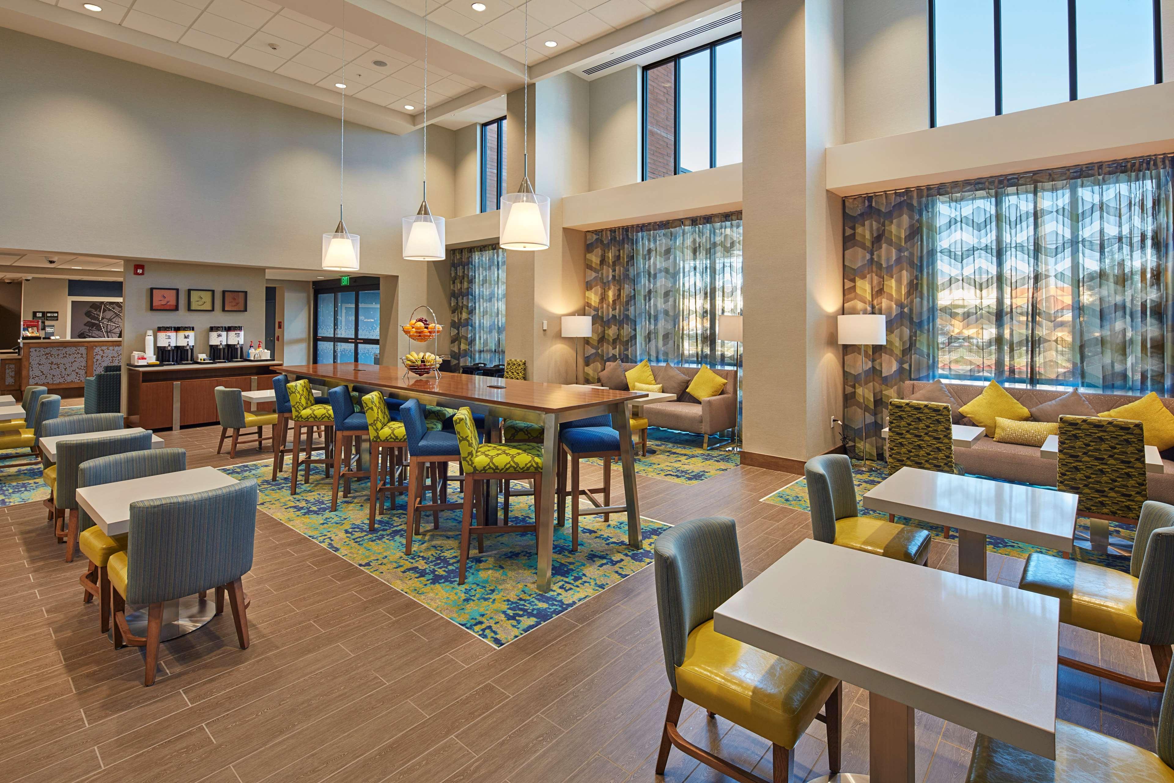 Hampton Inn & Suites Sacramento at CSUS image 4