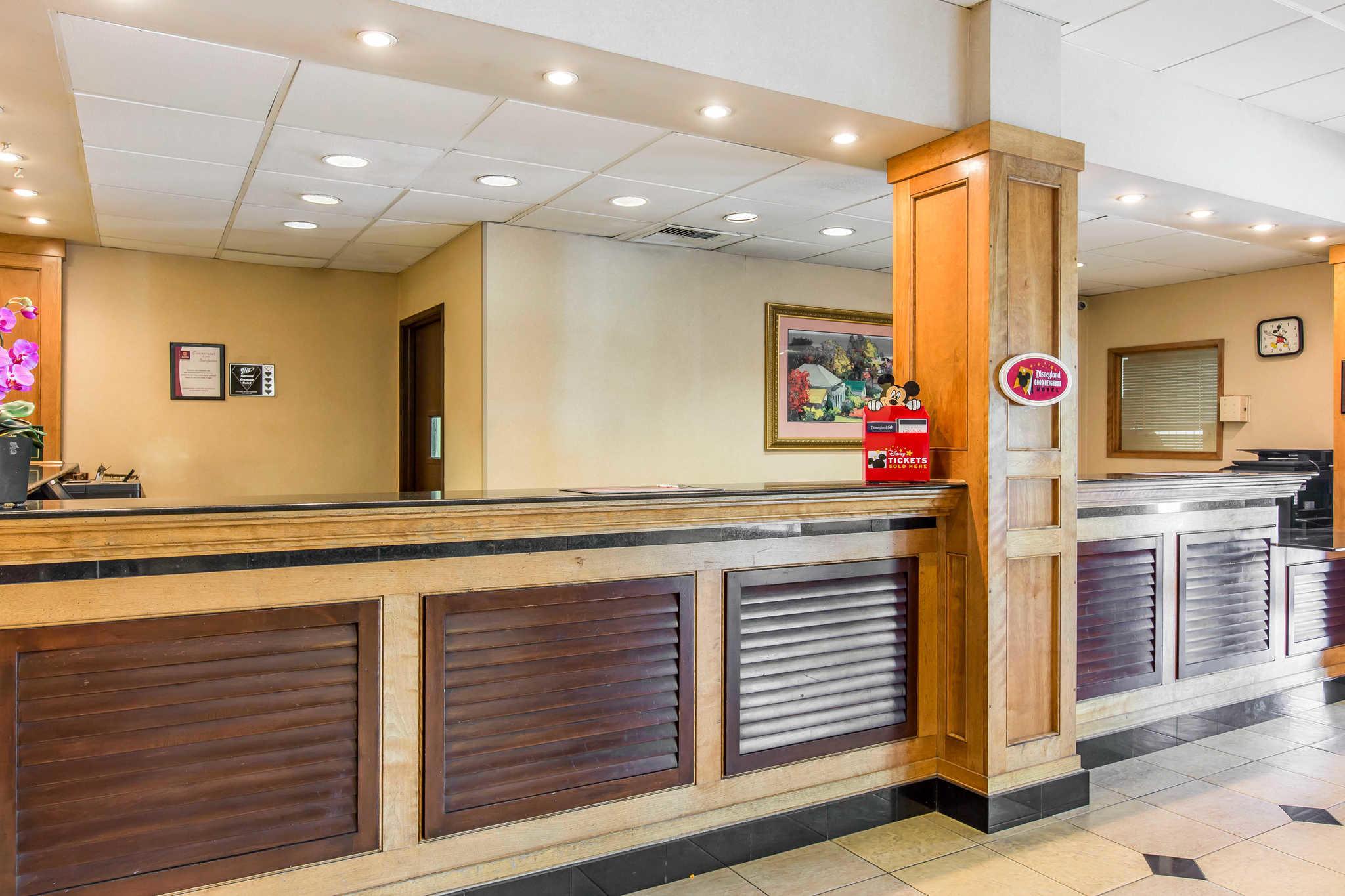 Clarion Hotel Anaheim Resort image 3