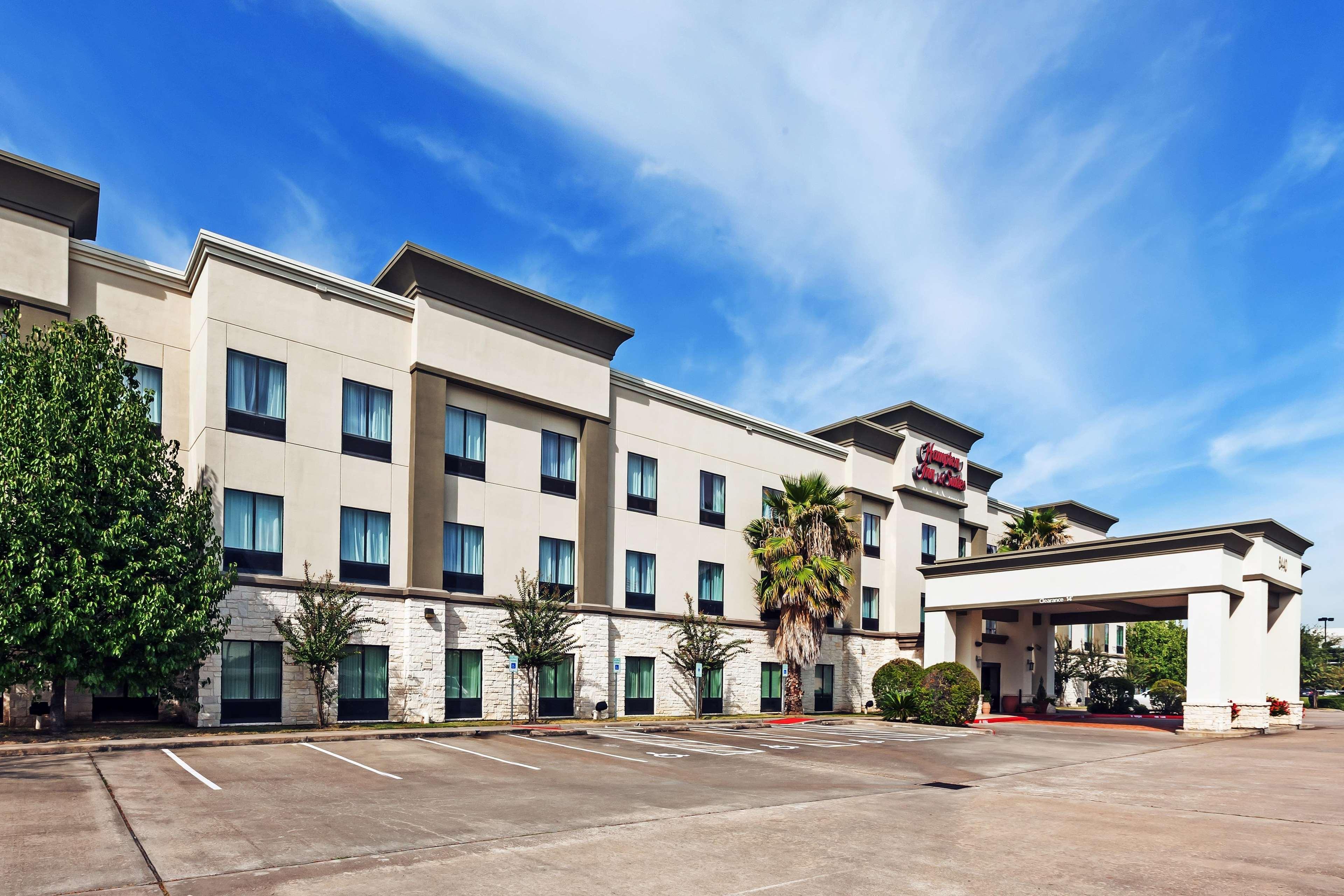 Hampton Inn & Suites Houston-Westchase image 1