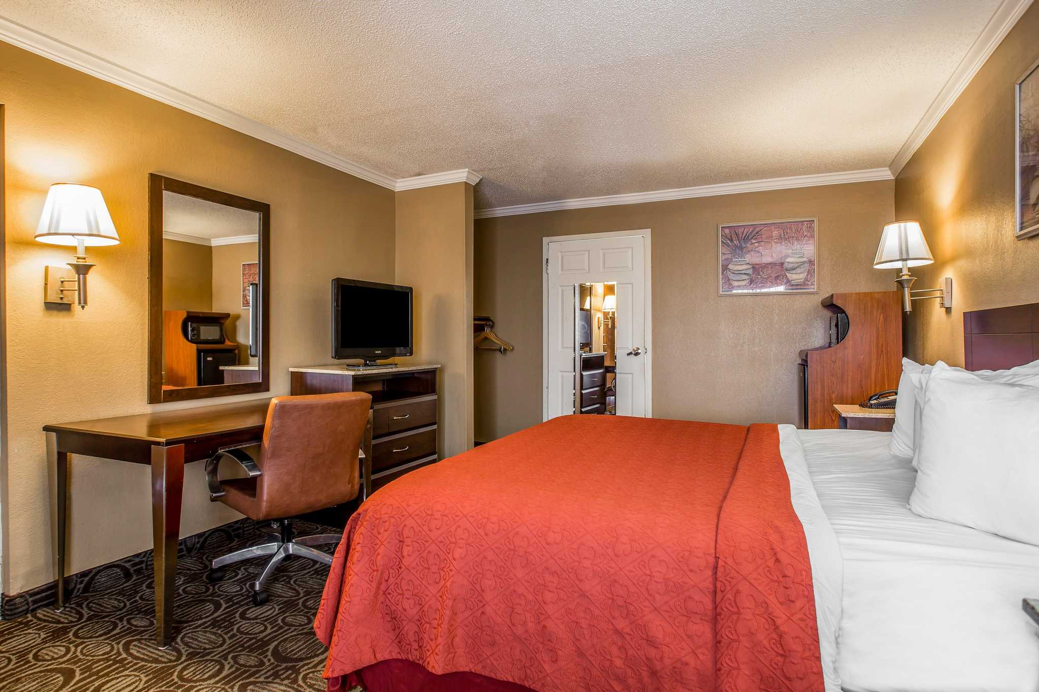 Quality Inn & Suites Ft. Jackson Maingate image 18