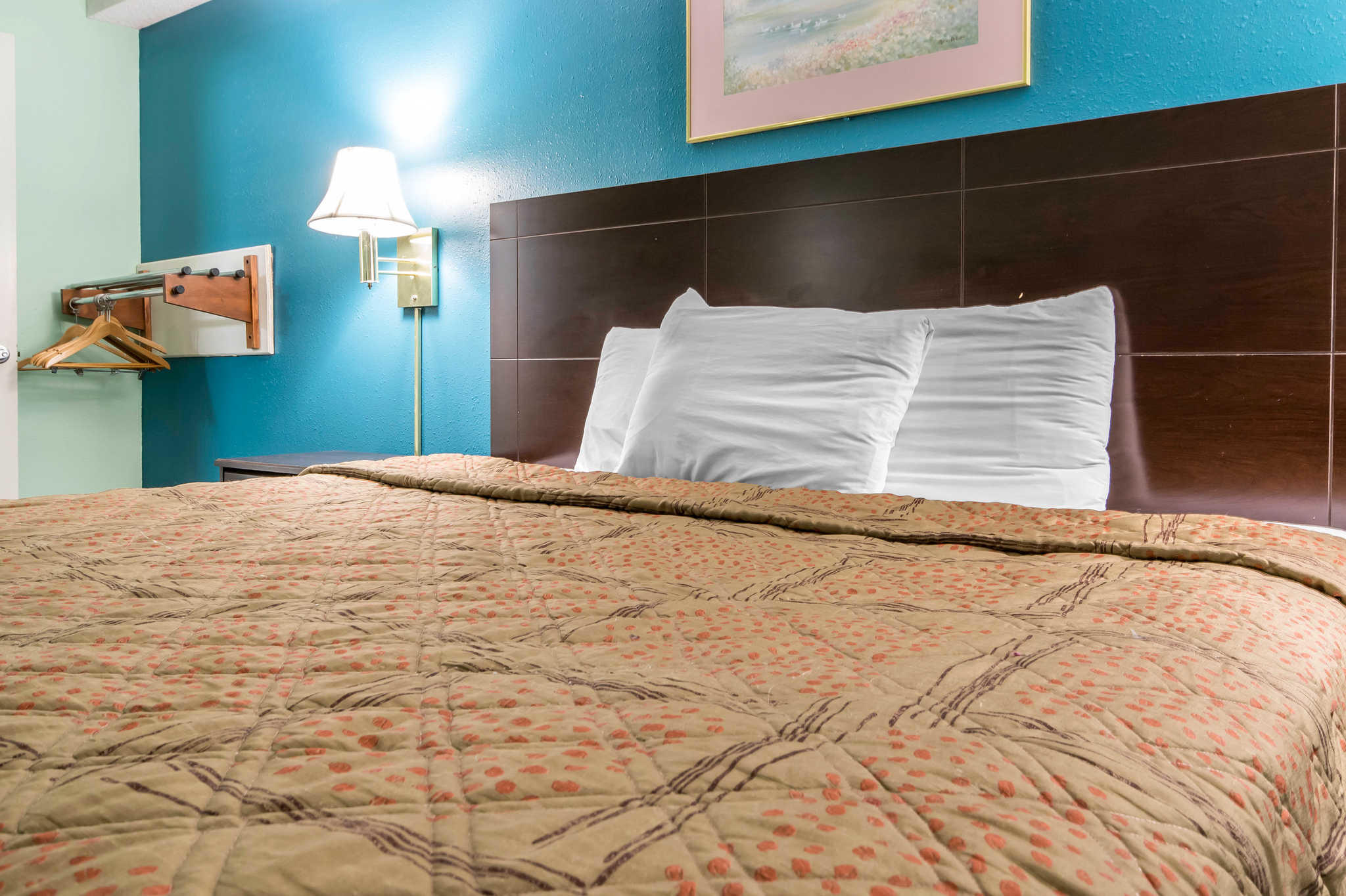 Econo Lodge Inn & Suites I-65 image 10