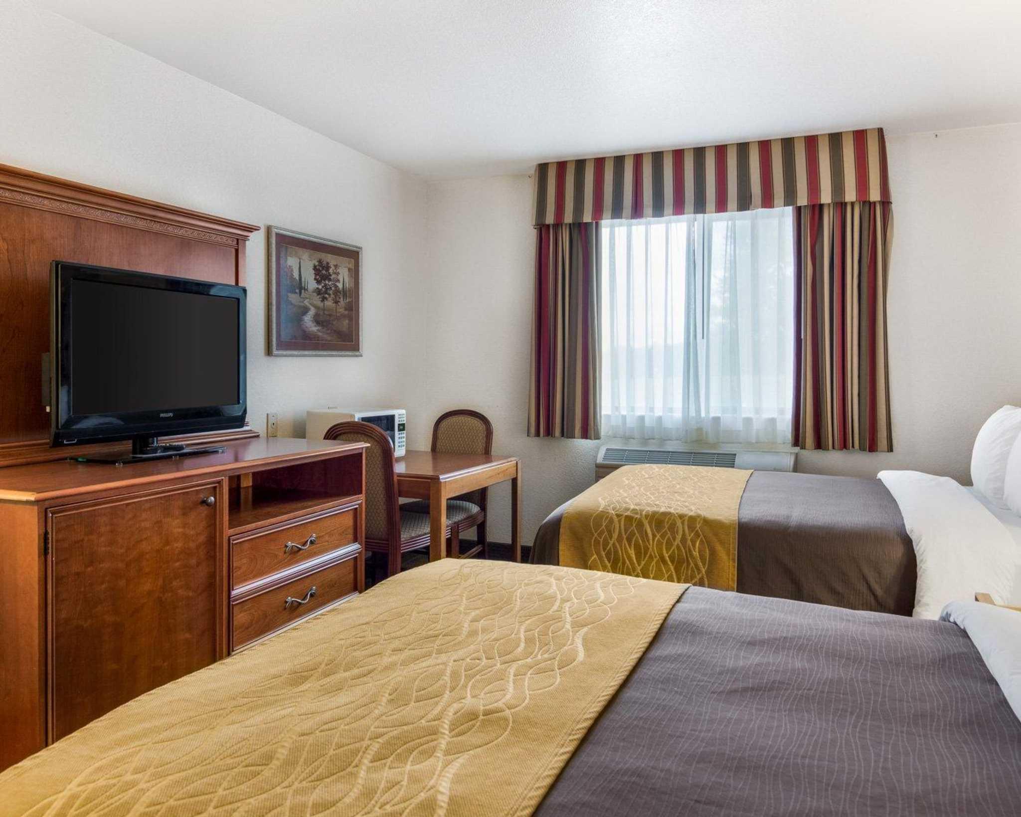 Comfort Inn & Suites image 10