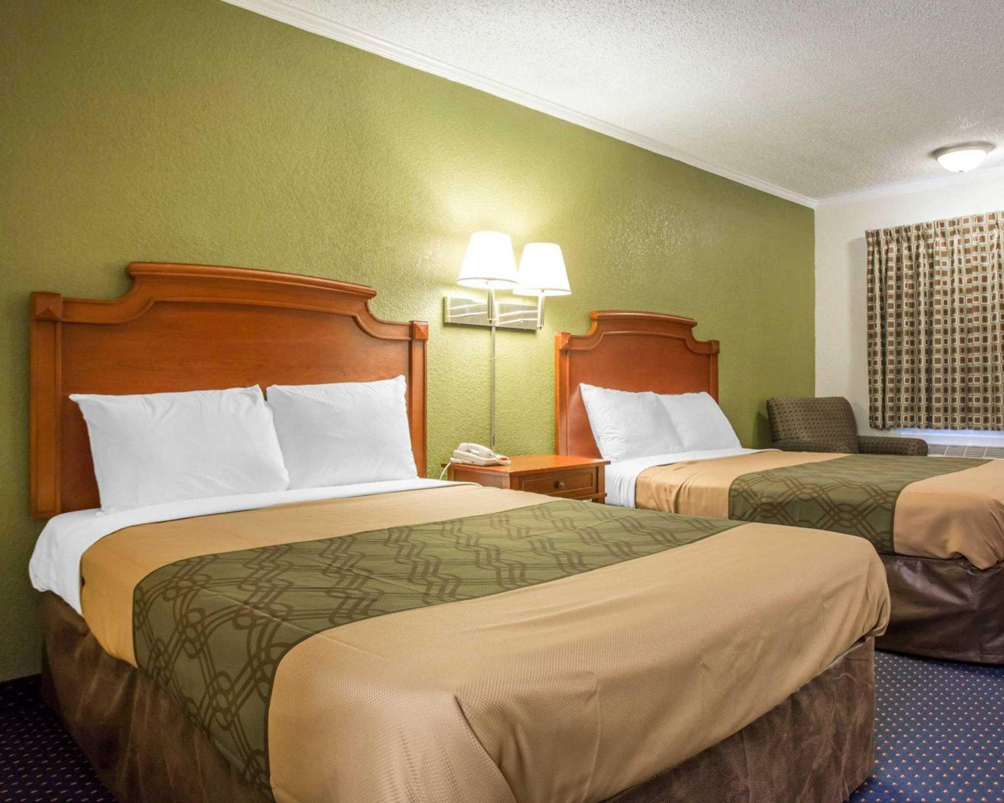 Rodeway Inn & Suites Fort Jackson image 7