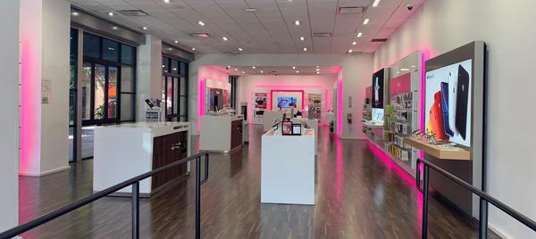 T Mobile Store At 134 N Brand Blvd Glendale Ca T Mobile