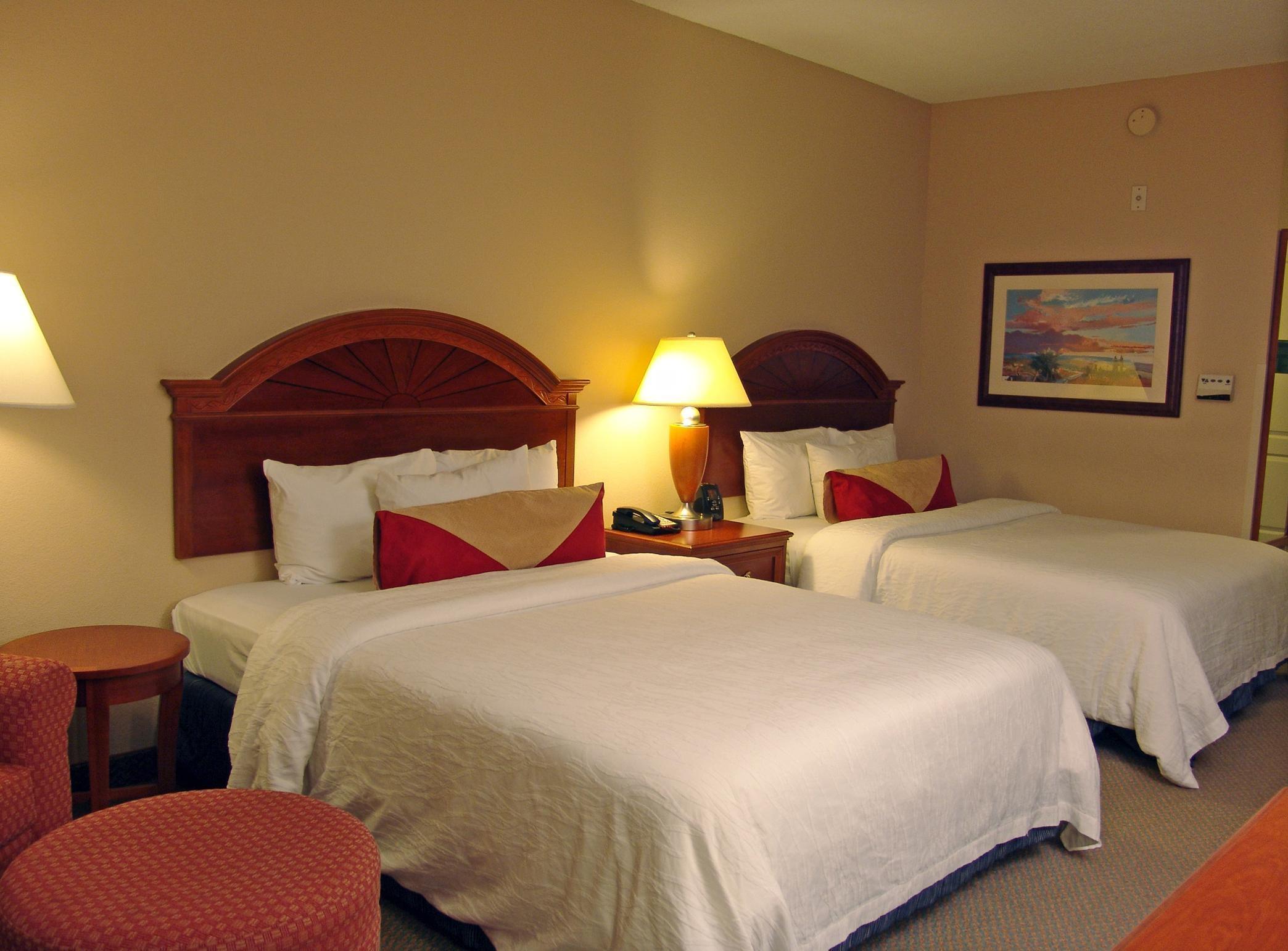Queen Bed 1 Room Suite