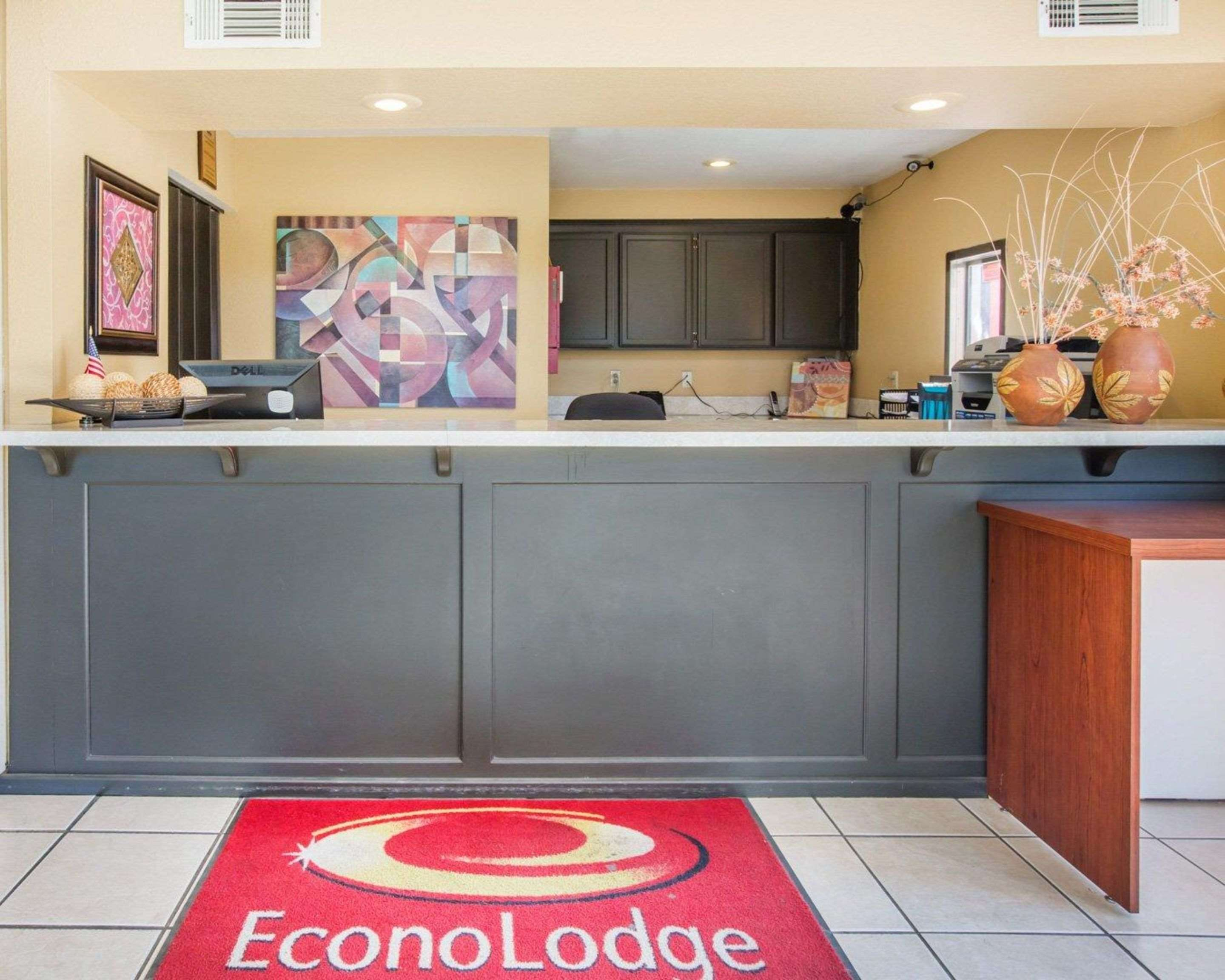 Econo Lodge Inn & Suites Lodi - Wine Country Area in Lodi, CA, photo #5