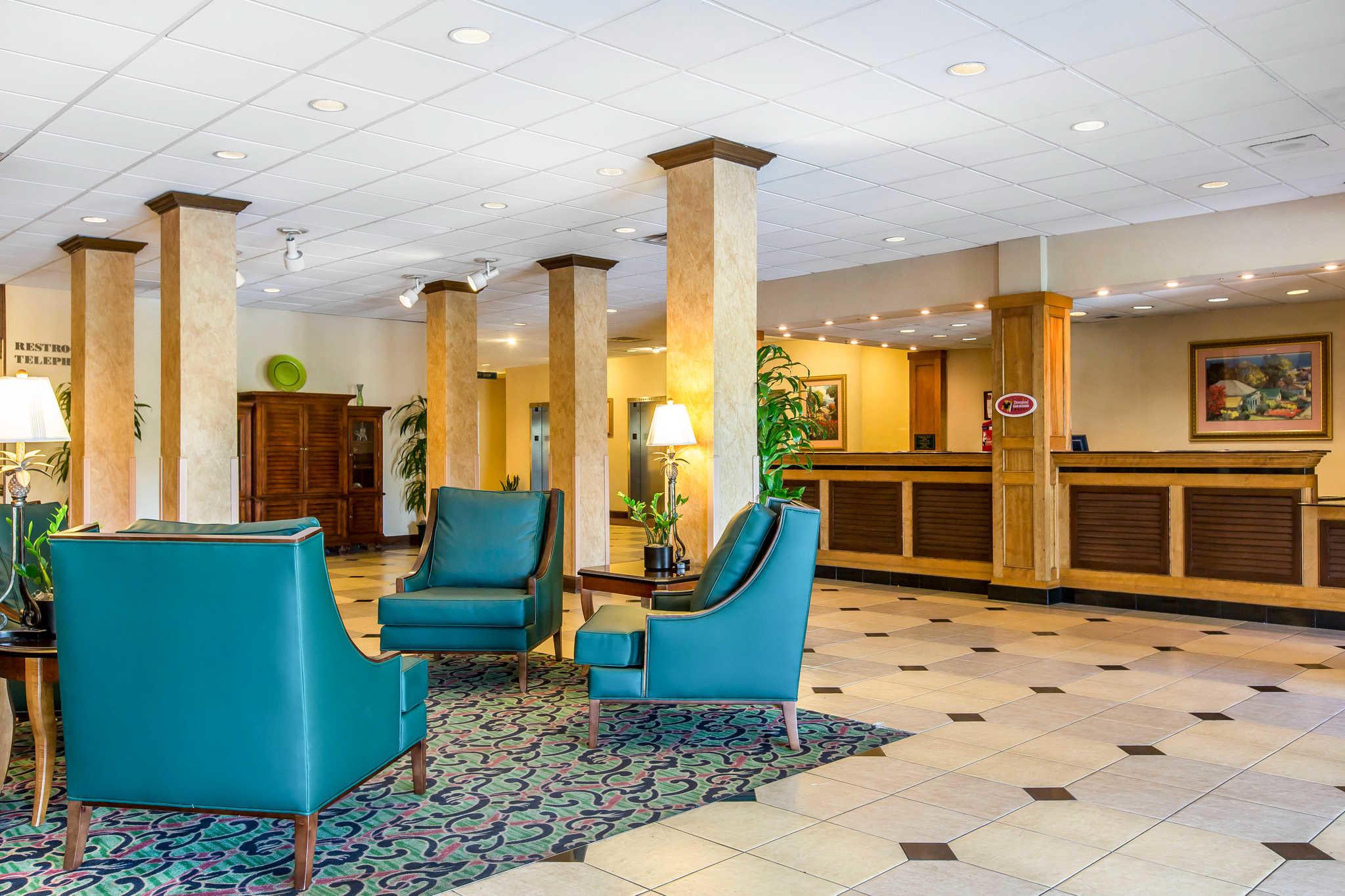 Clarion Hotel Anaheim Resort image 2