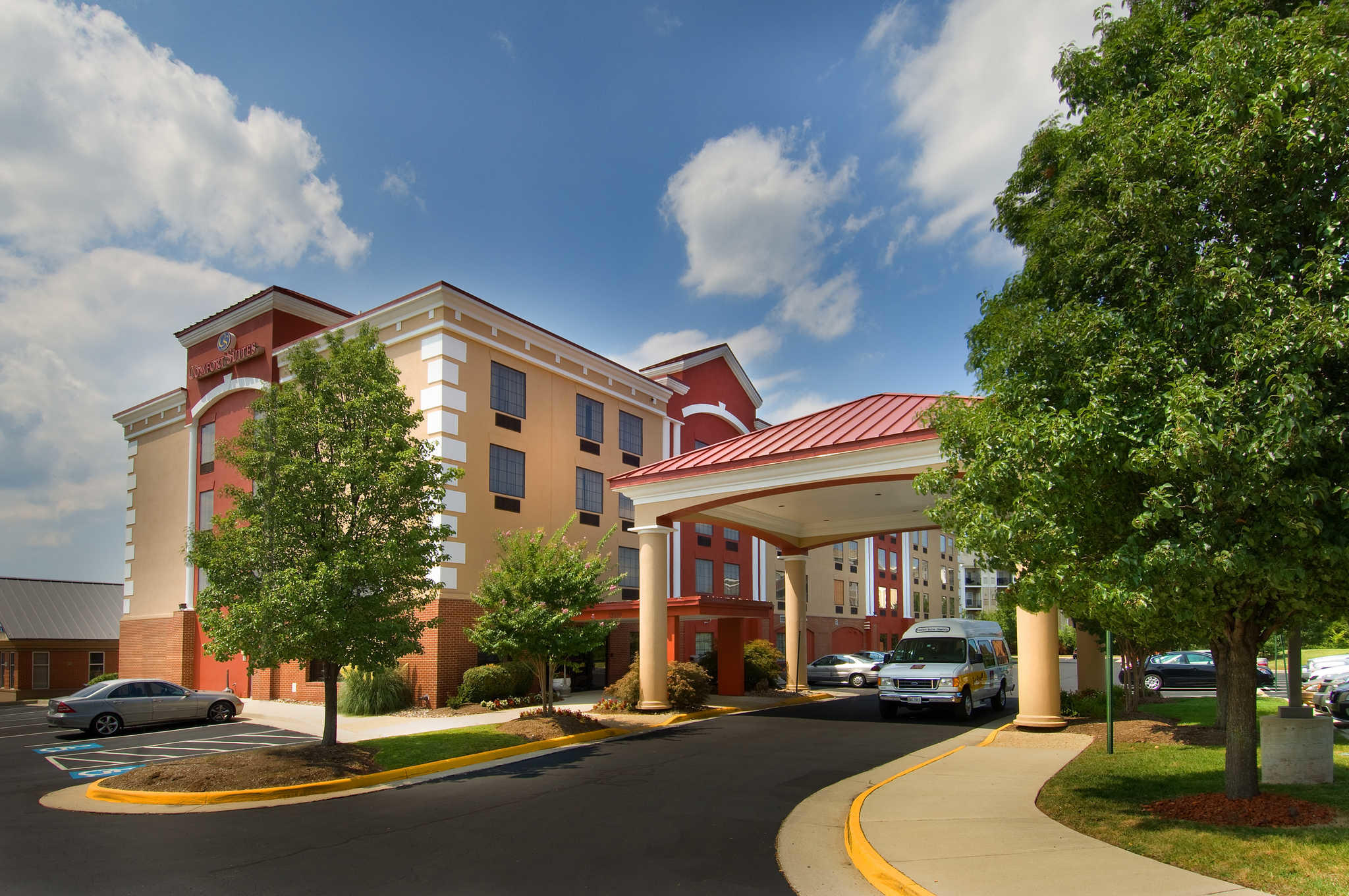 Comfort Suites Dulles Airport image 1