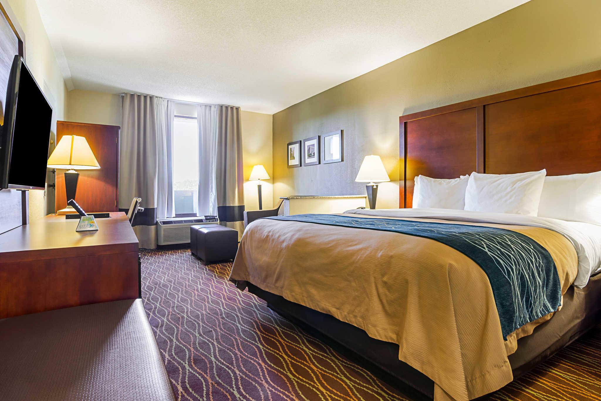 Comfort Inn & Suites Duke University-Downtown image 23