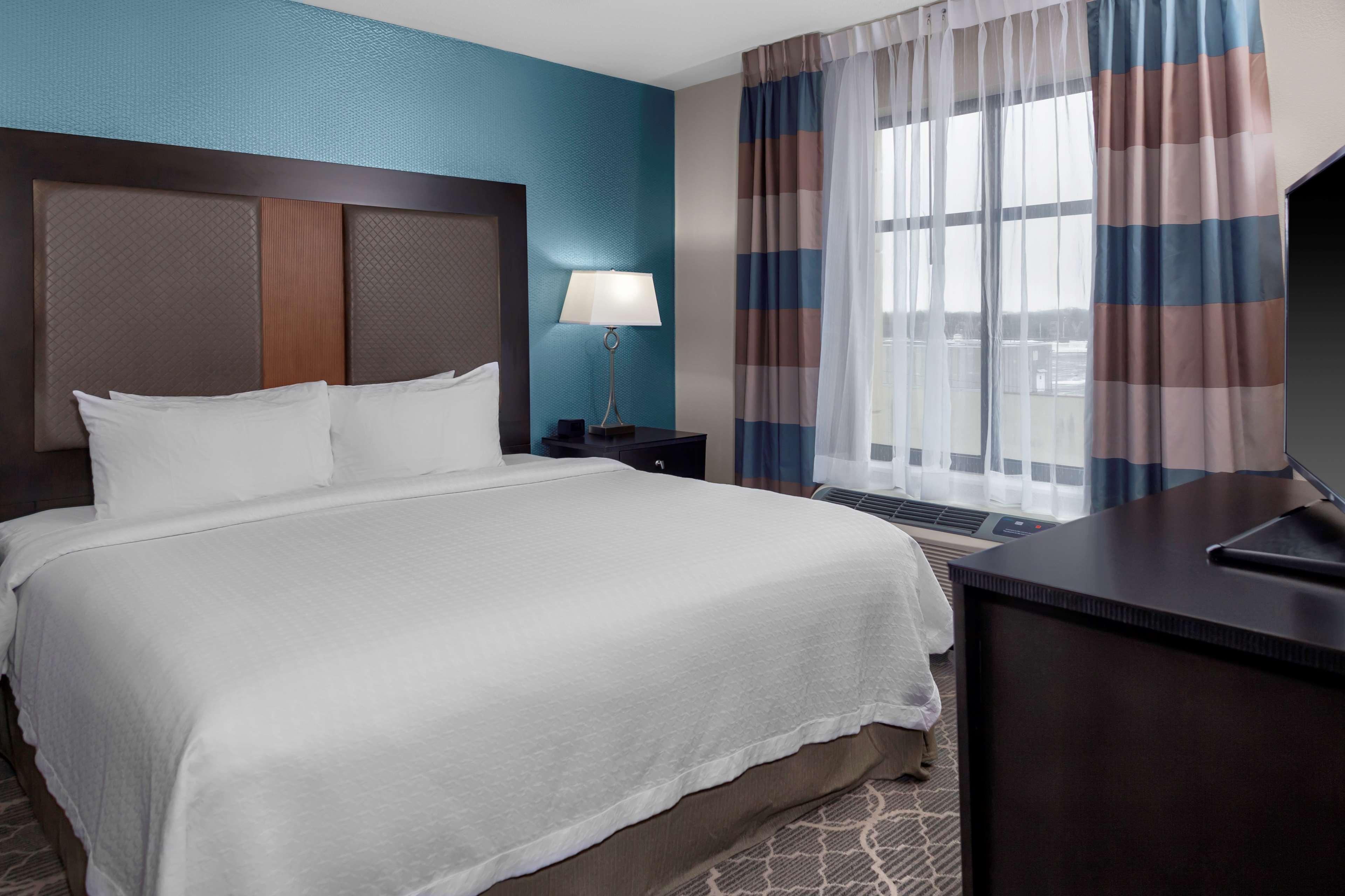 Homewood Suites by Hilton Wauwatosa Milwaukee image 10