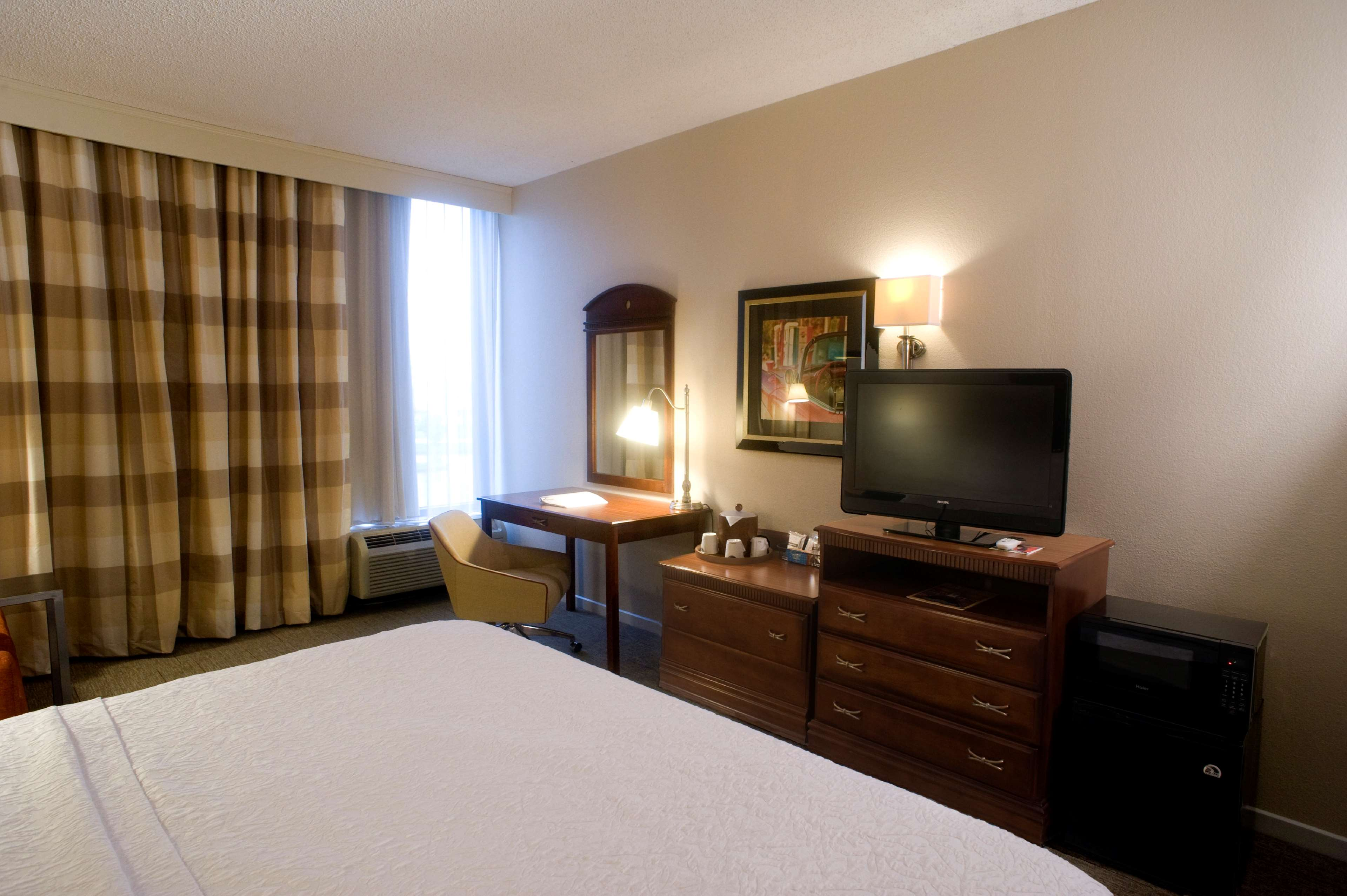Hampton Inn Springfield-South image 24