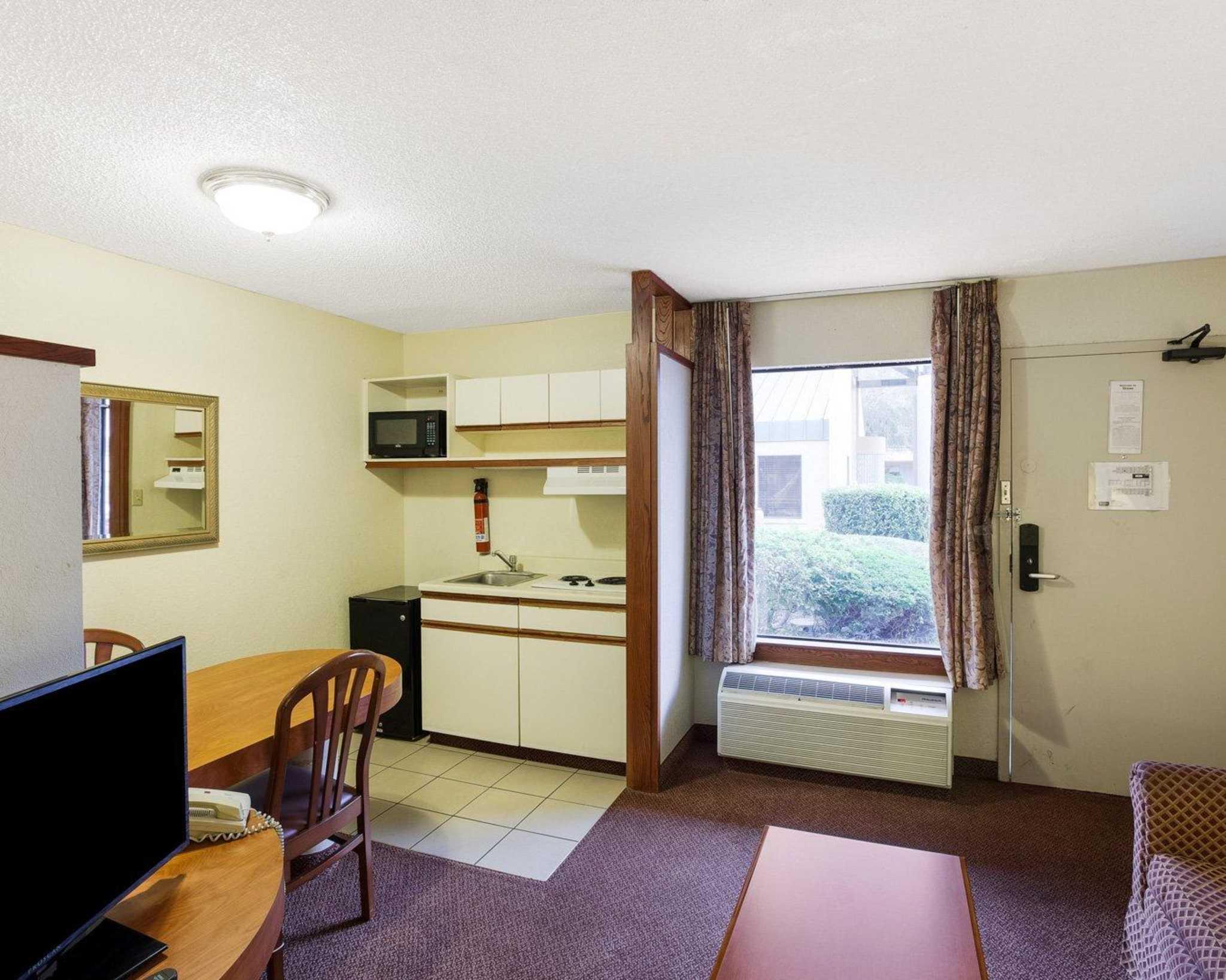Rodeway Inn & Suites Fiesta Park image 18