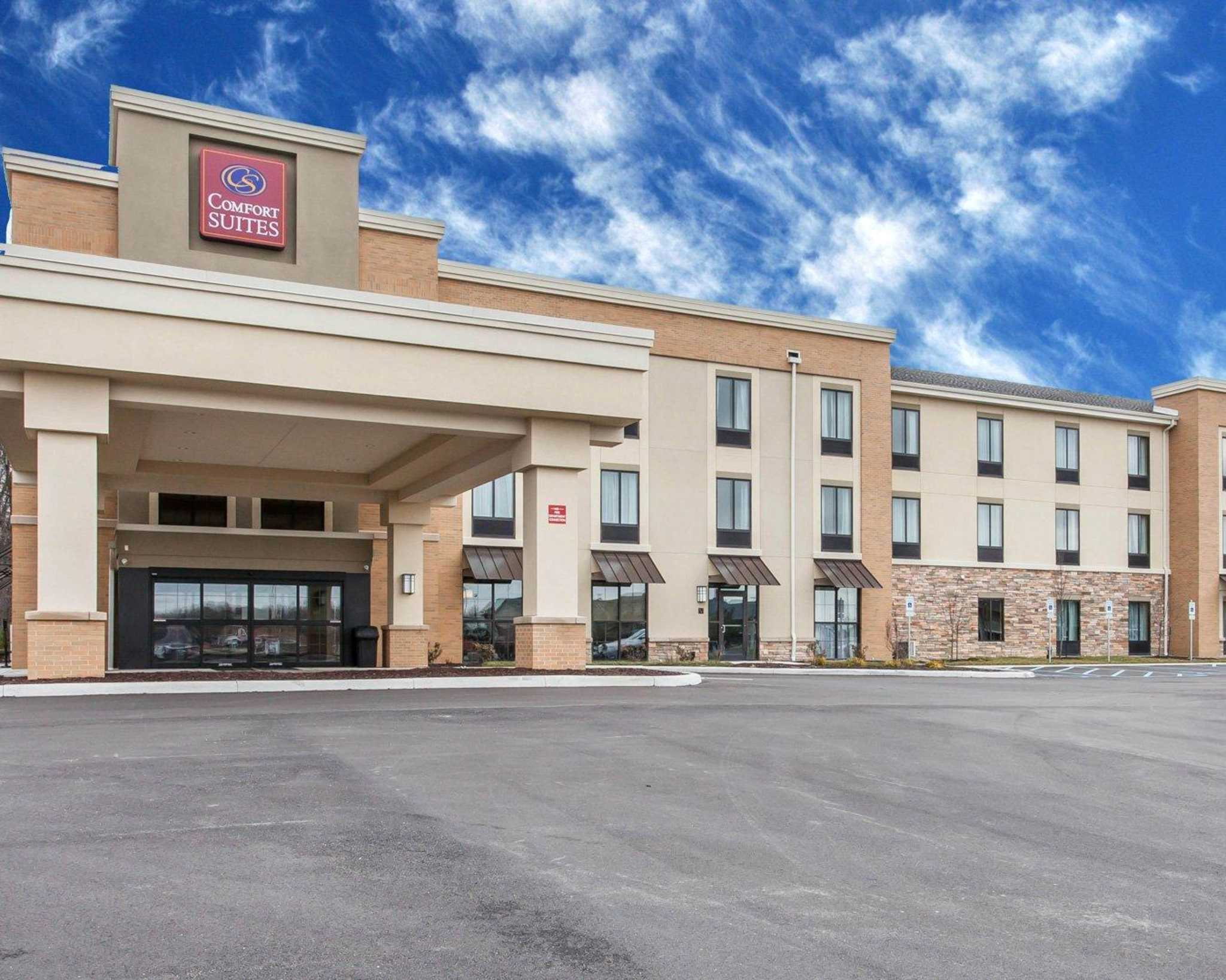 Comfort Suites Youngstown North image 1