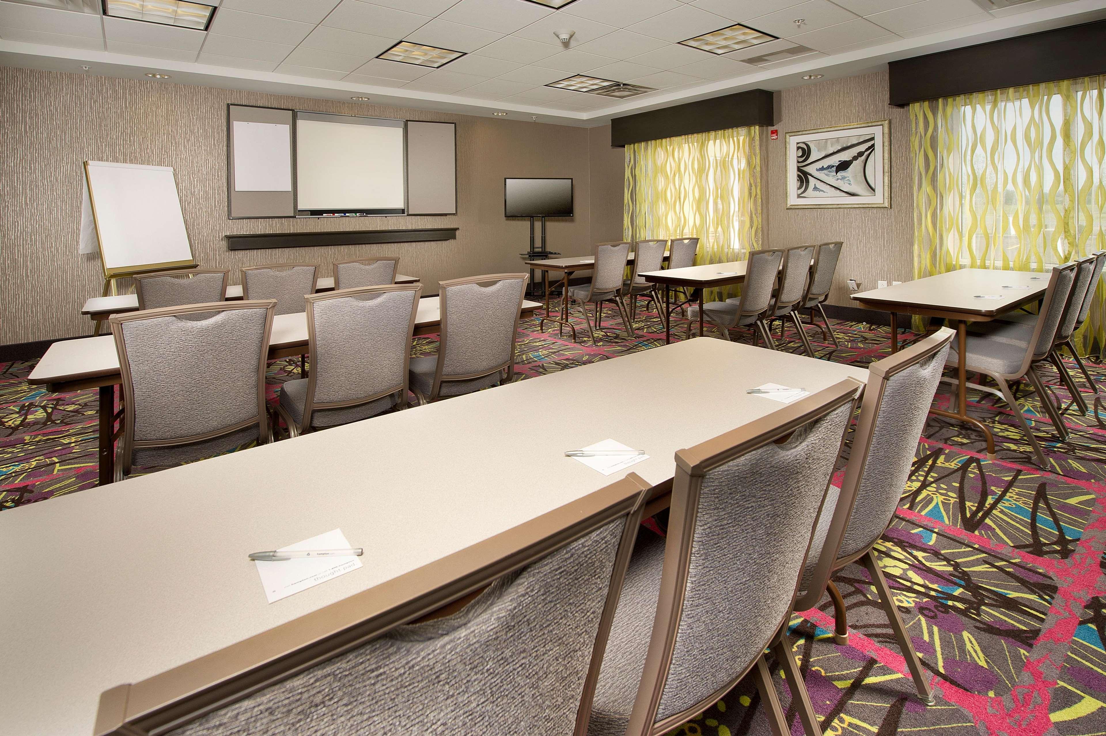 Hampton Inn & Suites Buffalo Airport image 13
