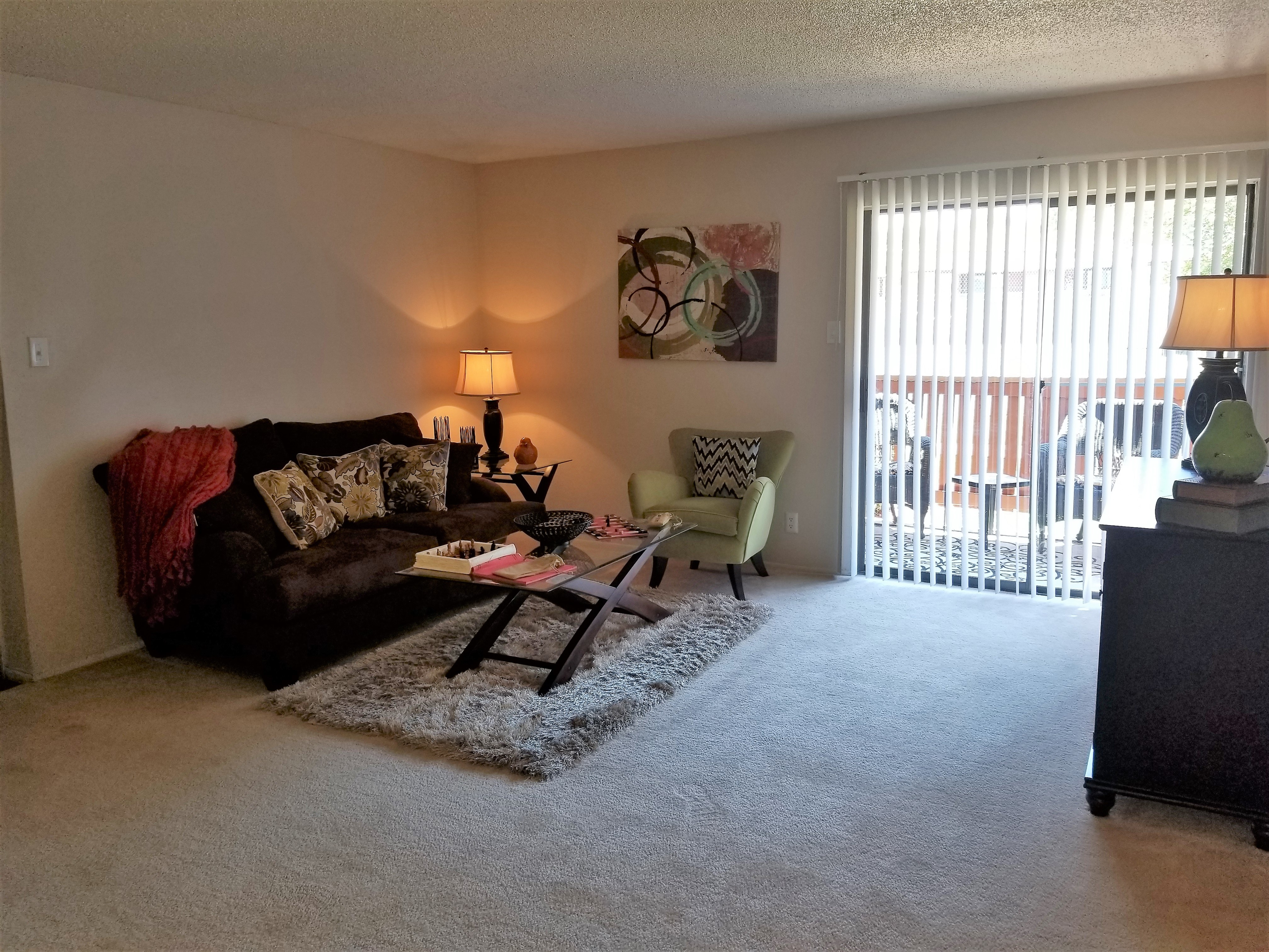Iron Horse Valley Apartments image 1